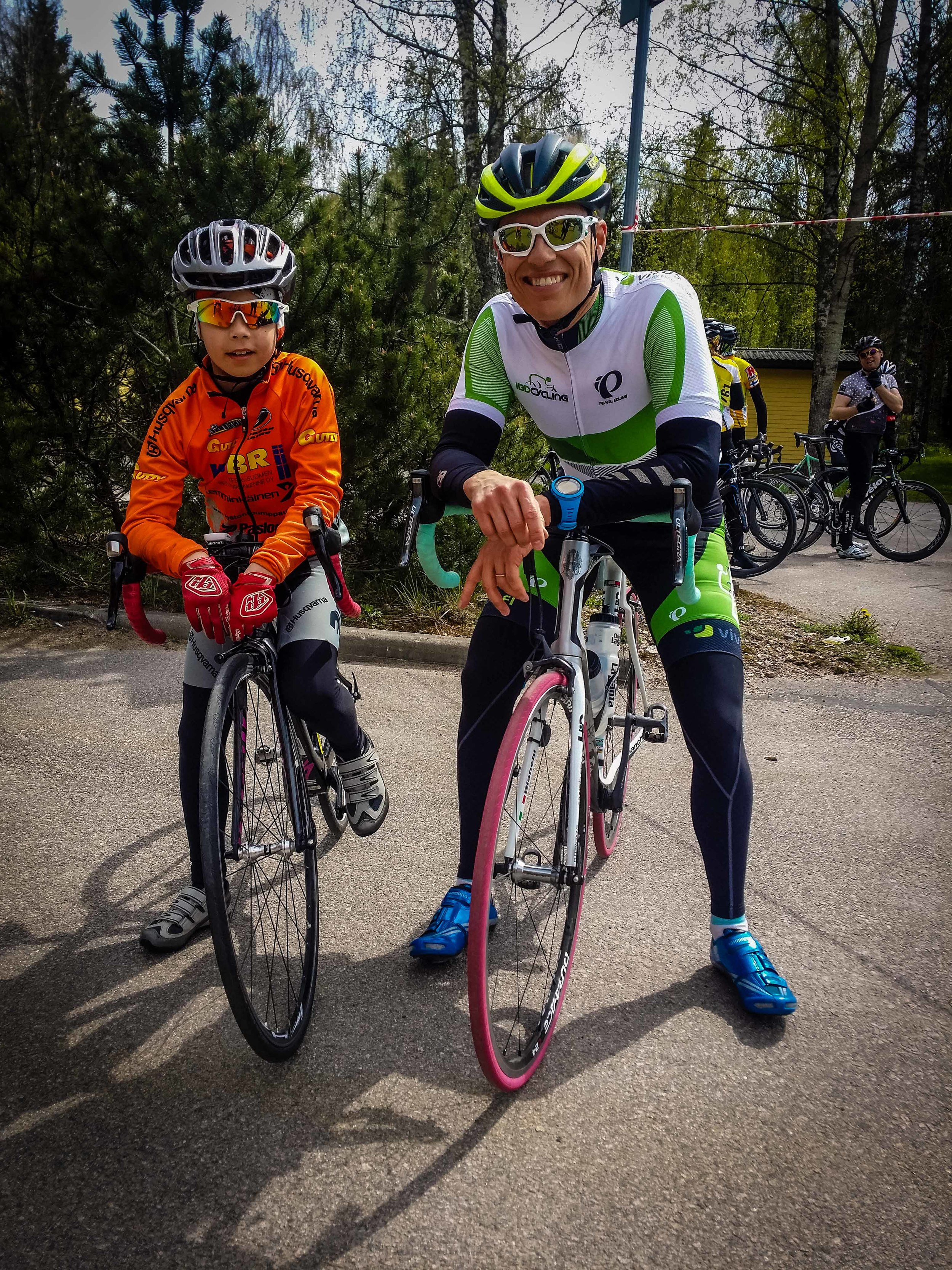 Alexander Stubb together with the next generation of cyclists just after the finish