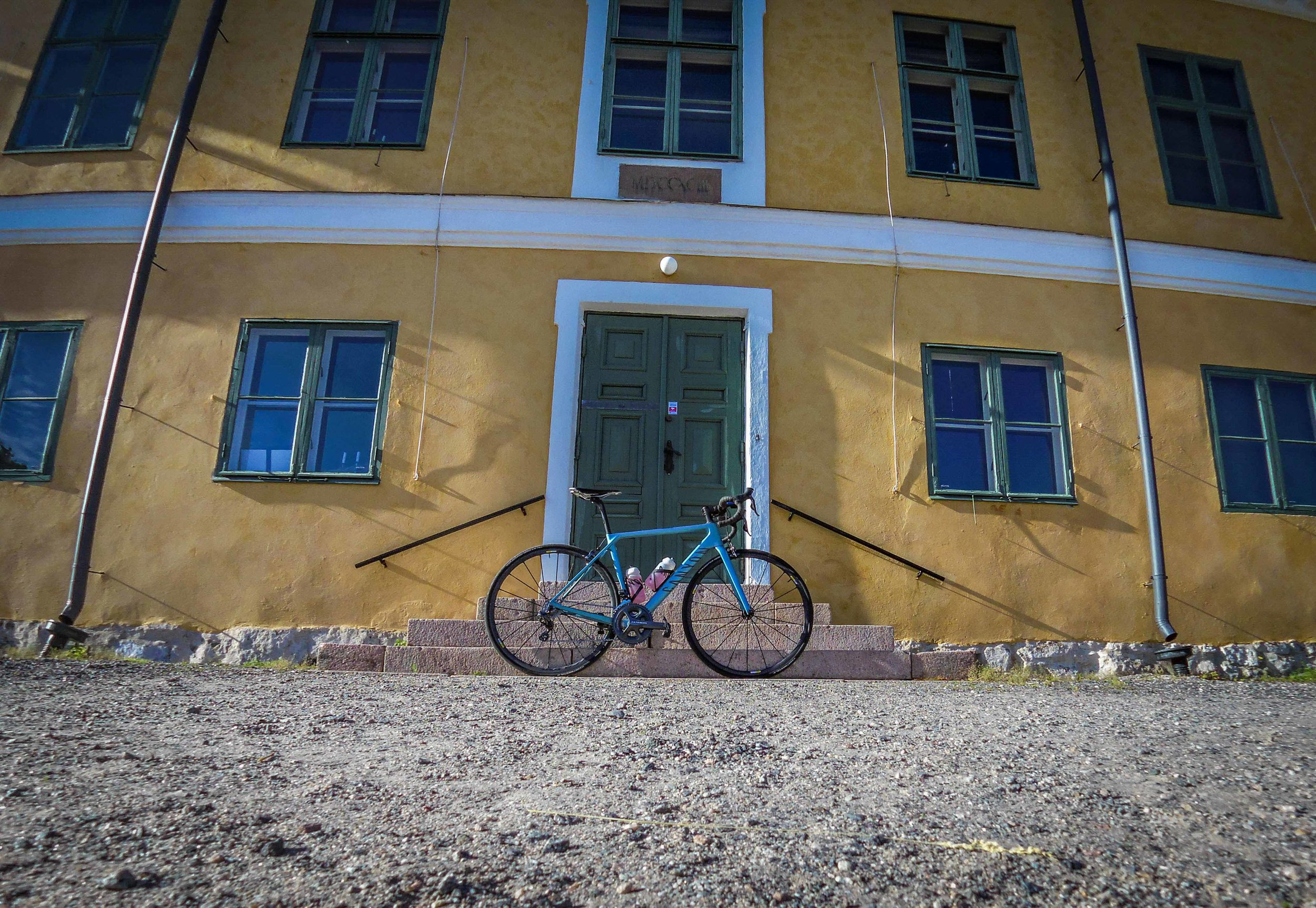 My bike and Hovimäki, or Brinkkalan kartano to you who are more familiar with that name.