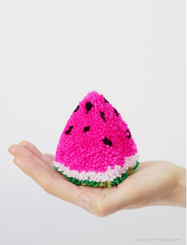 watermelon-pompom-diy