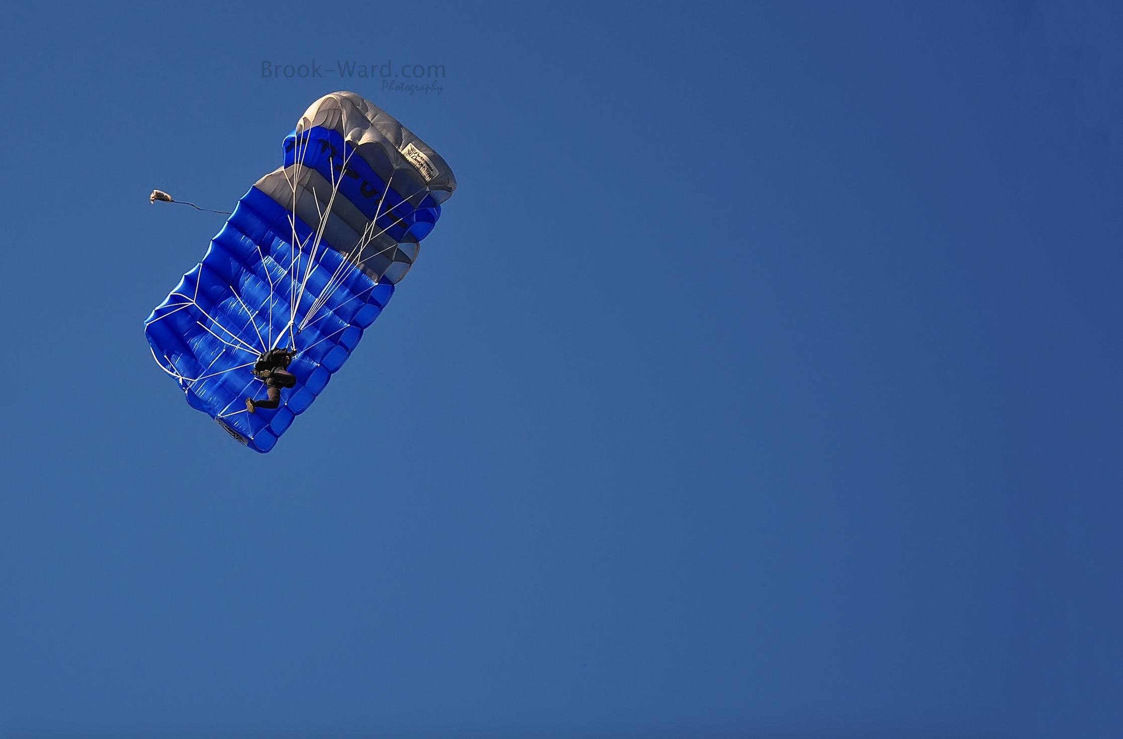 Minimalism - Parachute