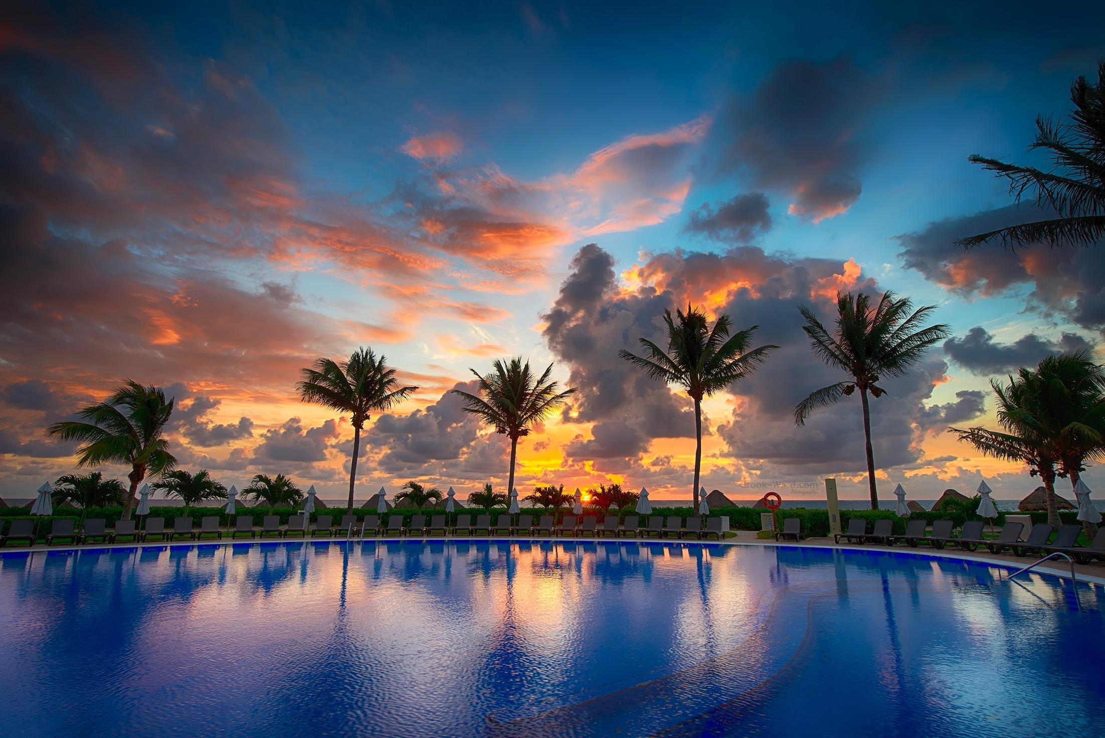 Pool Side Fun - Puerto Morales