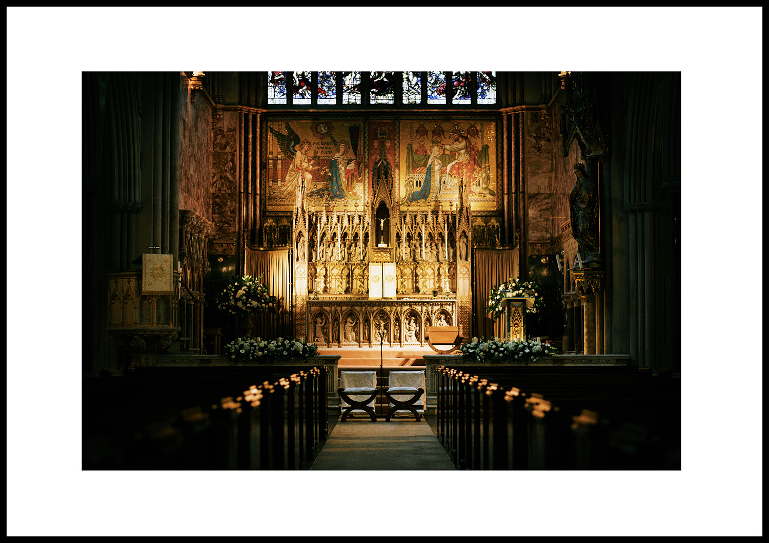 The spectacular aisle leading to the high altar... (85mm lens, 90th/F2, 1250asa)