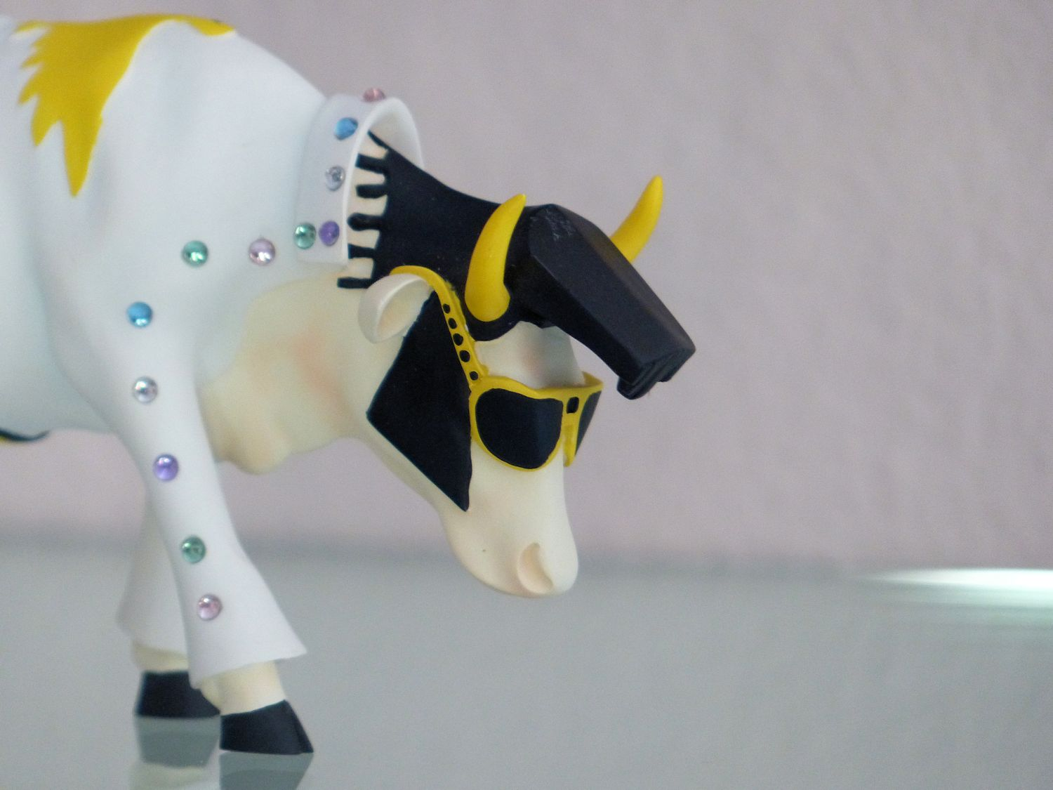 Elvis cow says Hai!