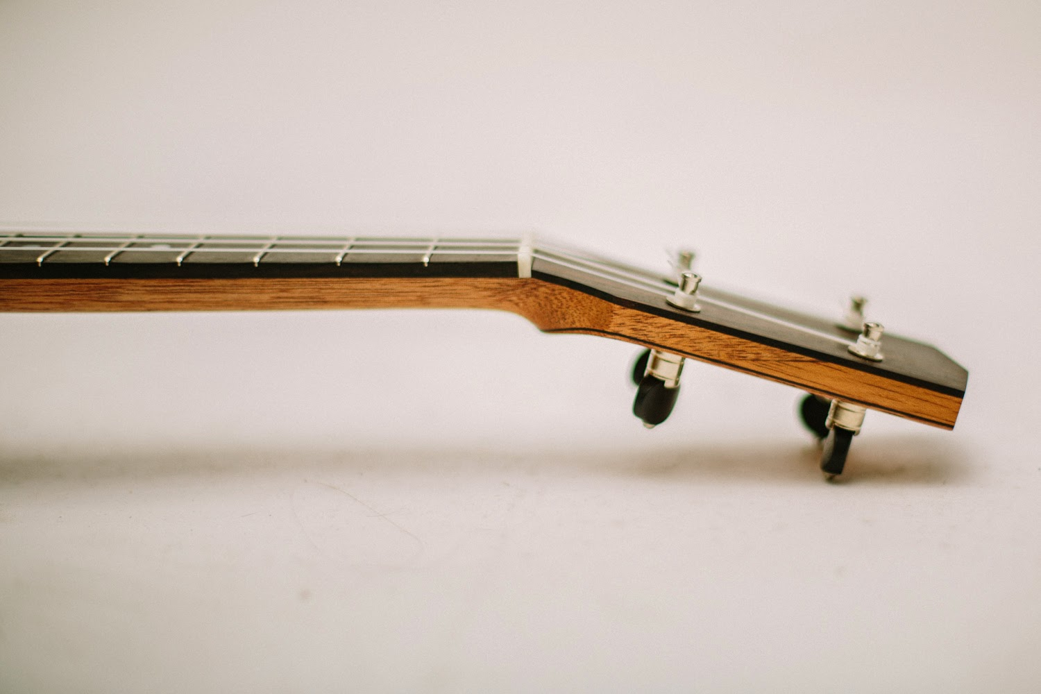 Multible headstock veneer plates with Waverly friction tuners.