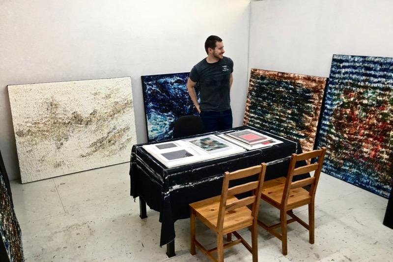 Mon atelier est situé au Belgo, dans le Quartier des Spectacles à Montréal QC, Canada. Contactez-moi pour arranger une visite!
