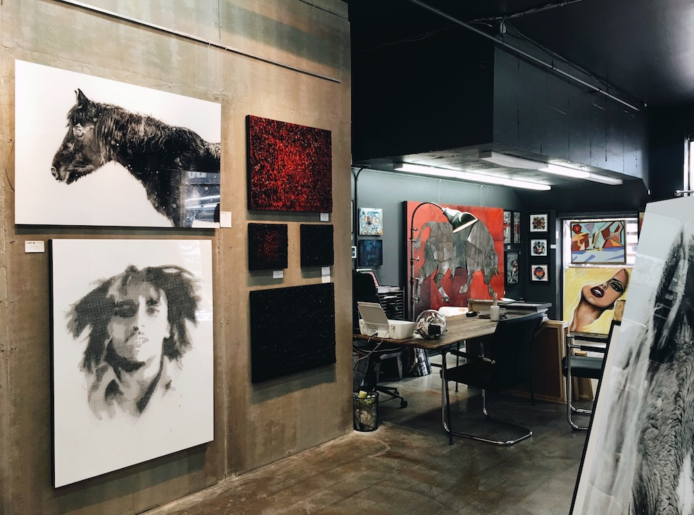 Quelques tableaux accrochés à la galerie HangArt Saint-Denis
