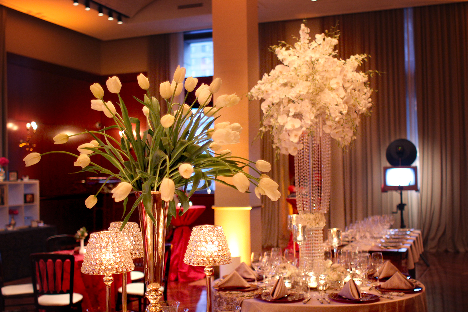 Beautiful floral arrangements in Ruggles Hall by Juliet Tan Floral Design.