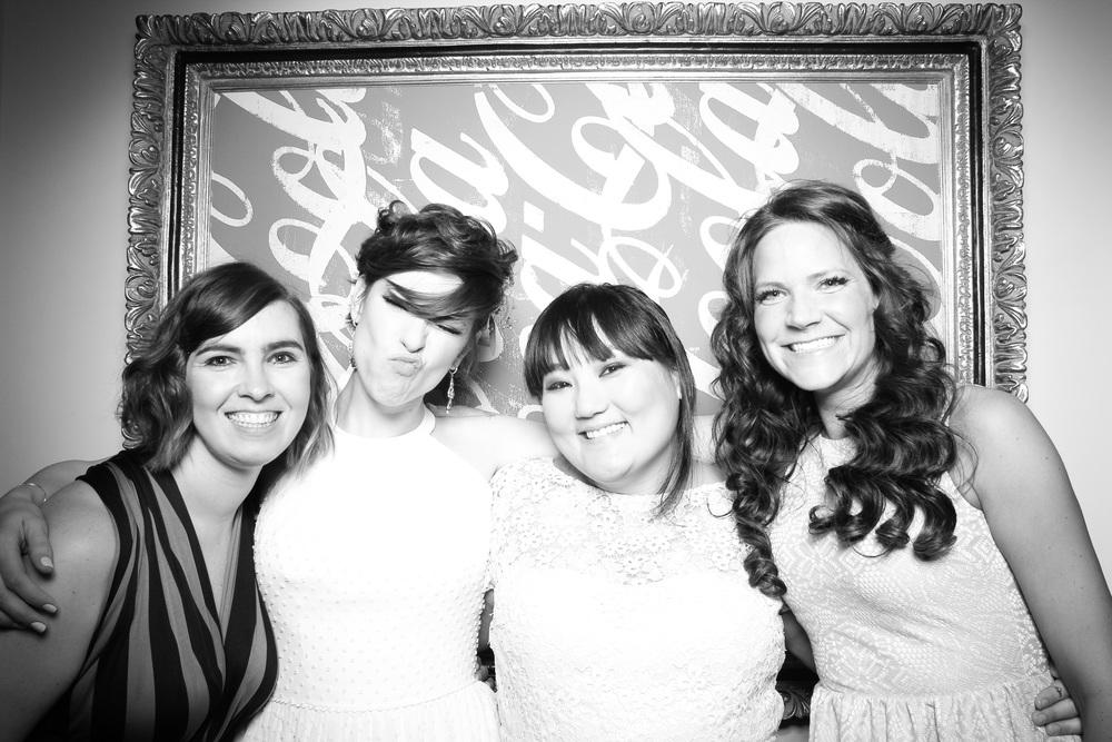 Fotio_Booth_Chicago_Wedding_Bride