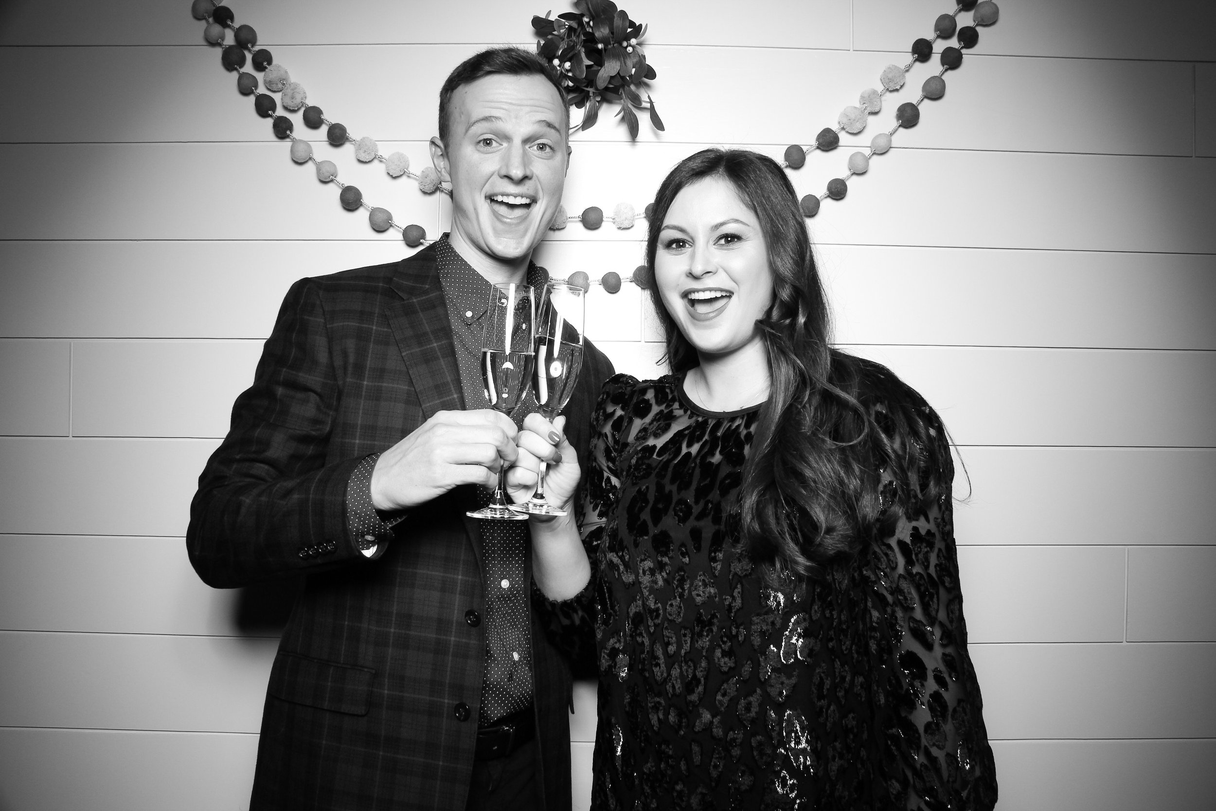 Chicago_Vintage_Photobooth_Christmas_Holiday_Party_05.jpg