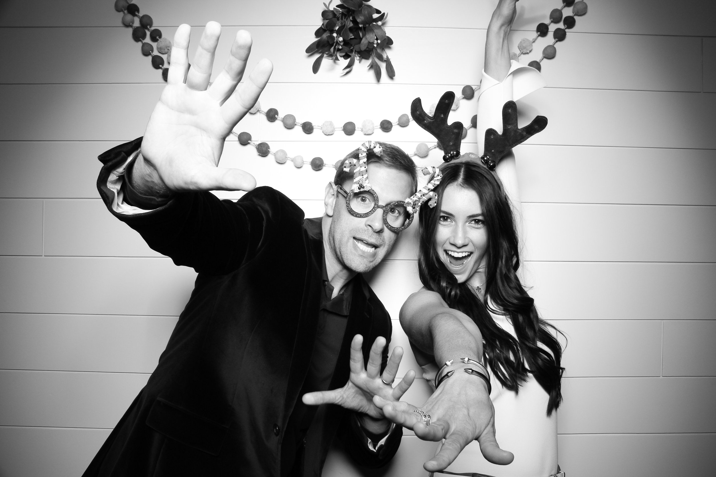 Chicago_Vintage_Photobooth_Christmas_Holiday_Party_08.jpg