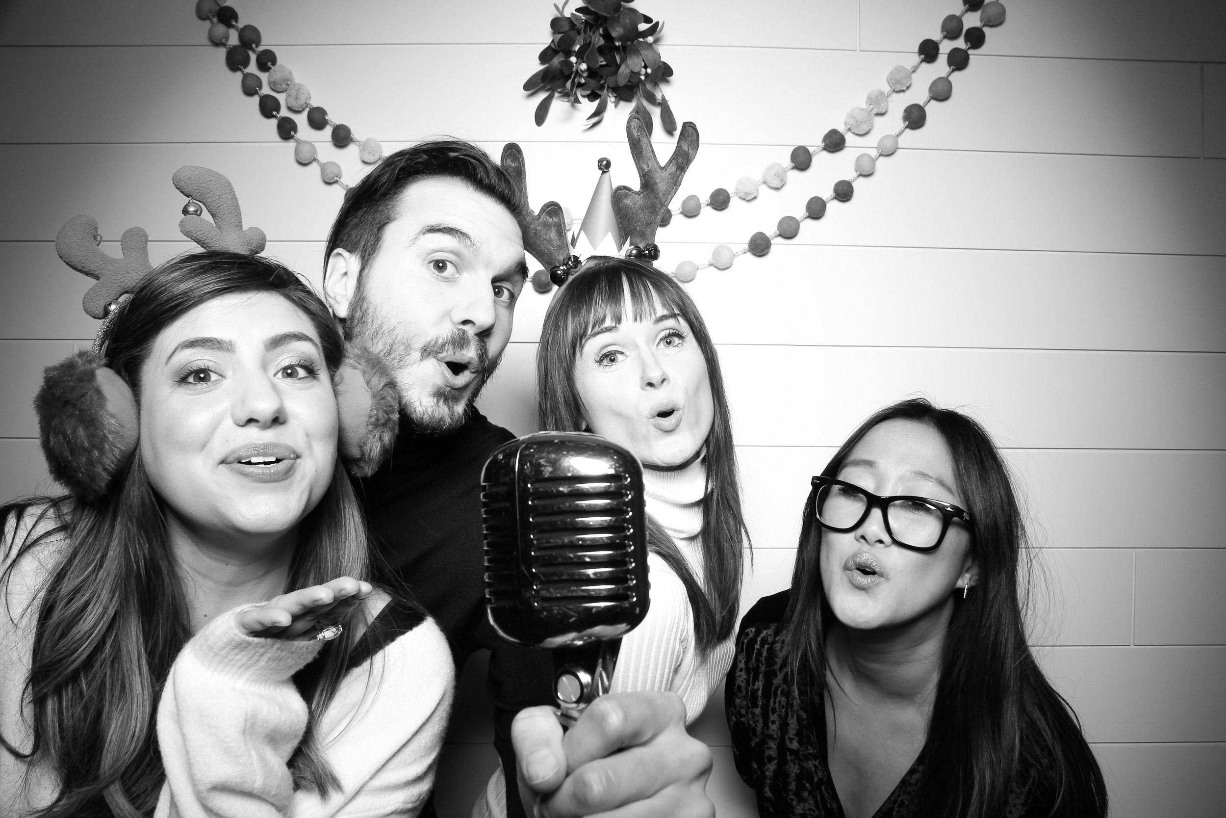 Chicago_Vintage_Photobooth_Christmas_Holiday_Party_11.jpg