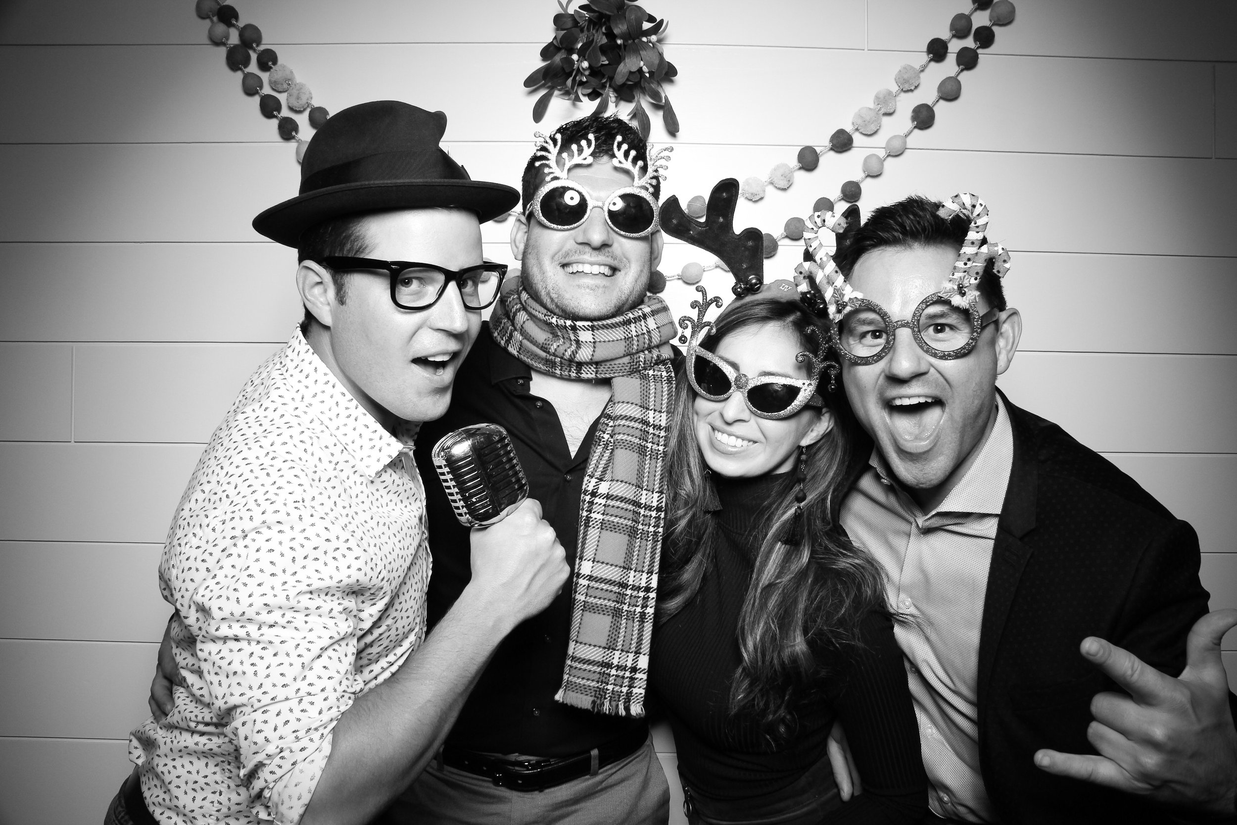 Chicago_Vintage_Photobooth_Christmas_Holiday_Party_13.jpg
