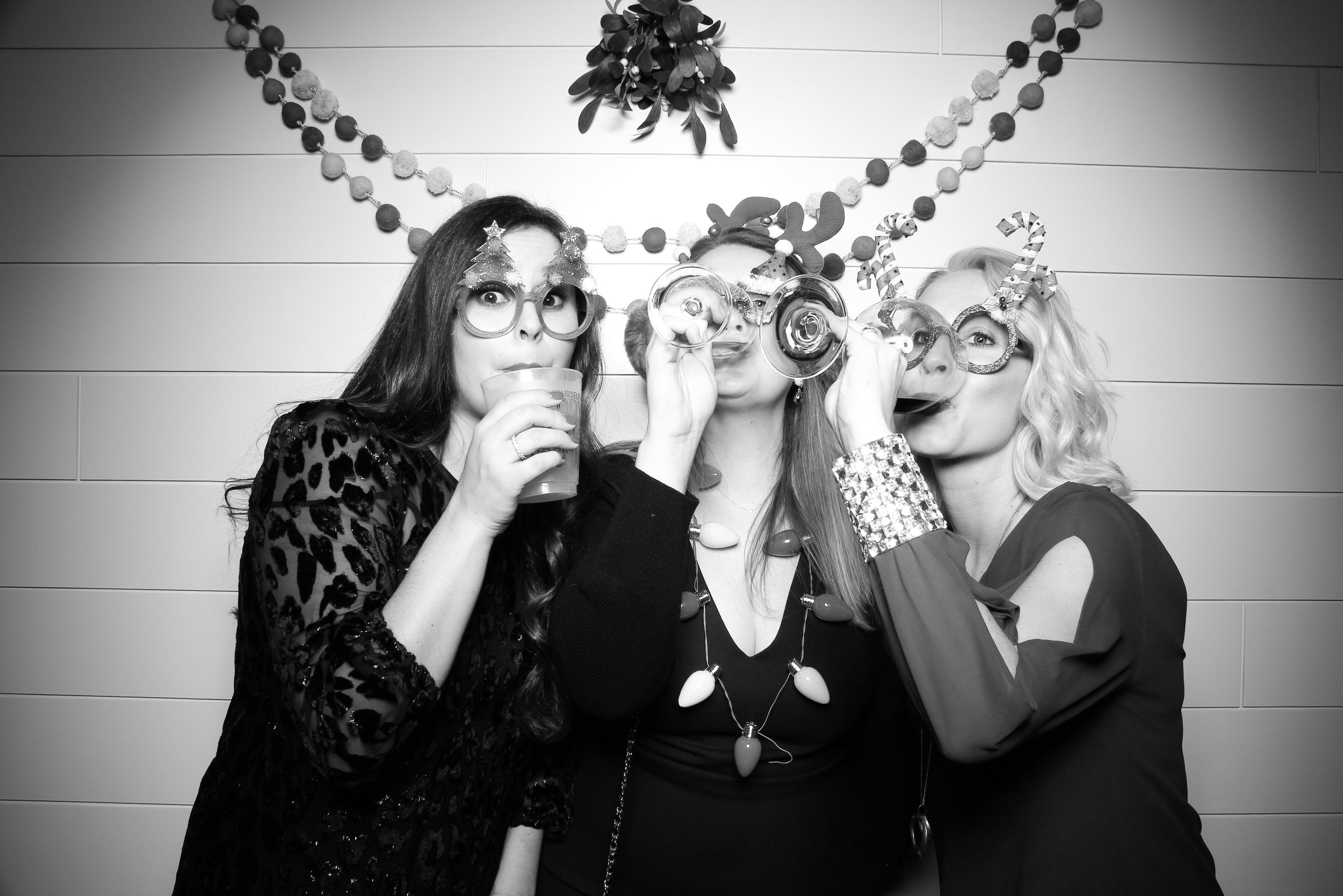 Chicago_Vintage_Photobooth_Christmas_Holiday_Party_15.jpg