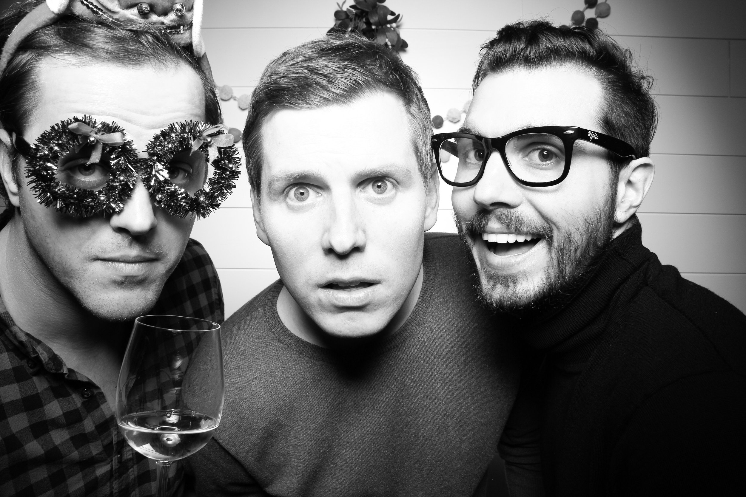 Chicago_Vintage_Photobooth_Christmas_Holiday_Party_14.jpg