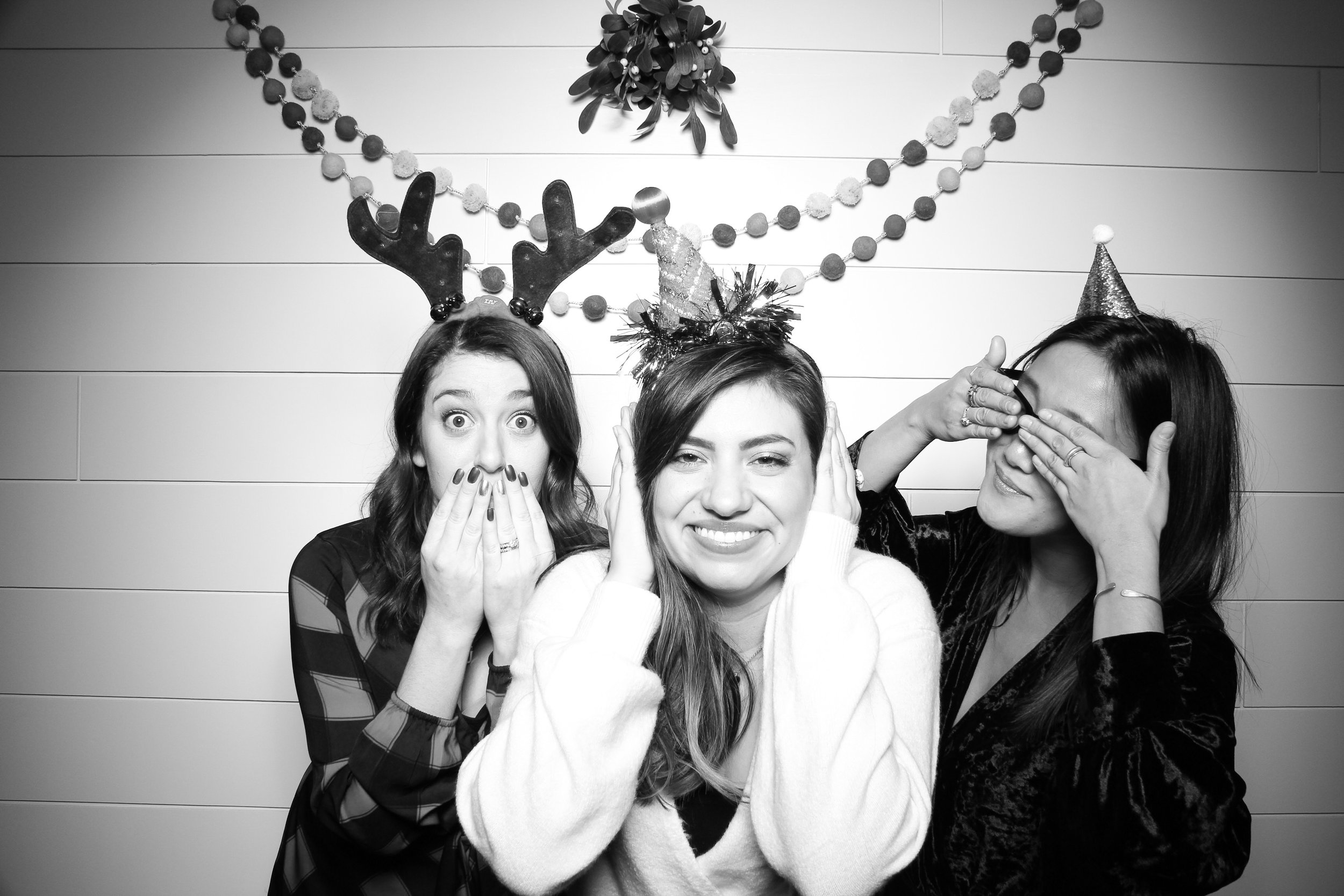 Chicago_Vintage_Photobooth_Christmas_Holiday_Party_18.jpg