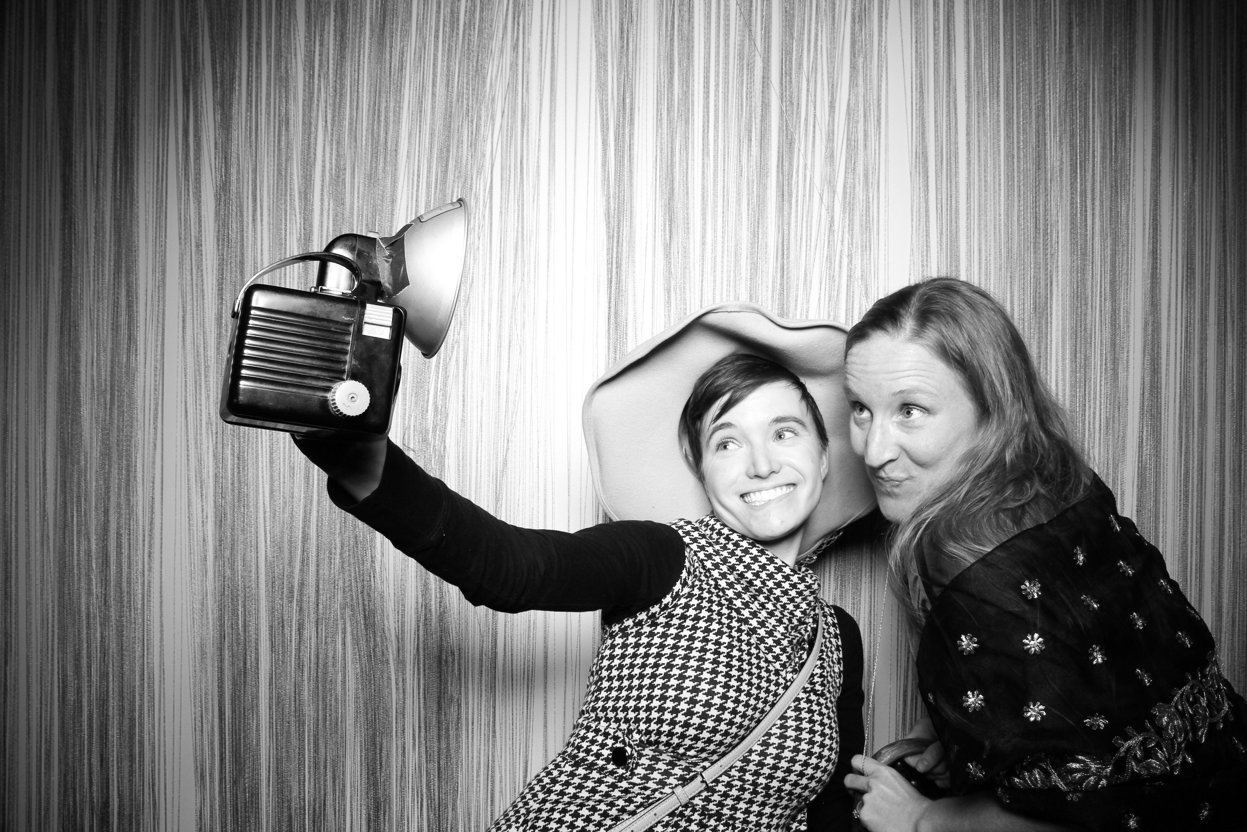 Chicago_Vintage_Photobooth_Holiday_Party_Wit_Hotel_25.jpg