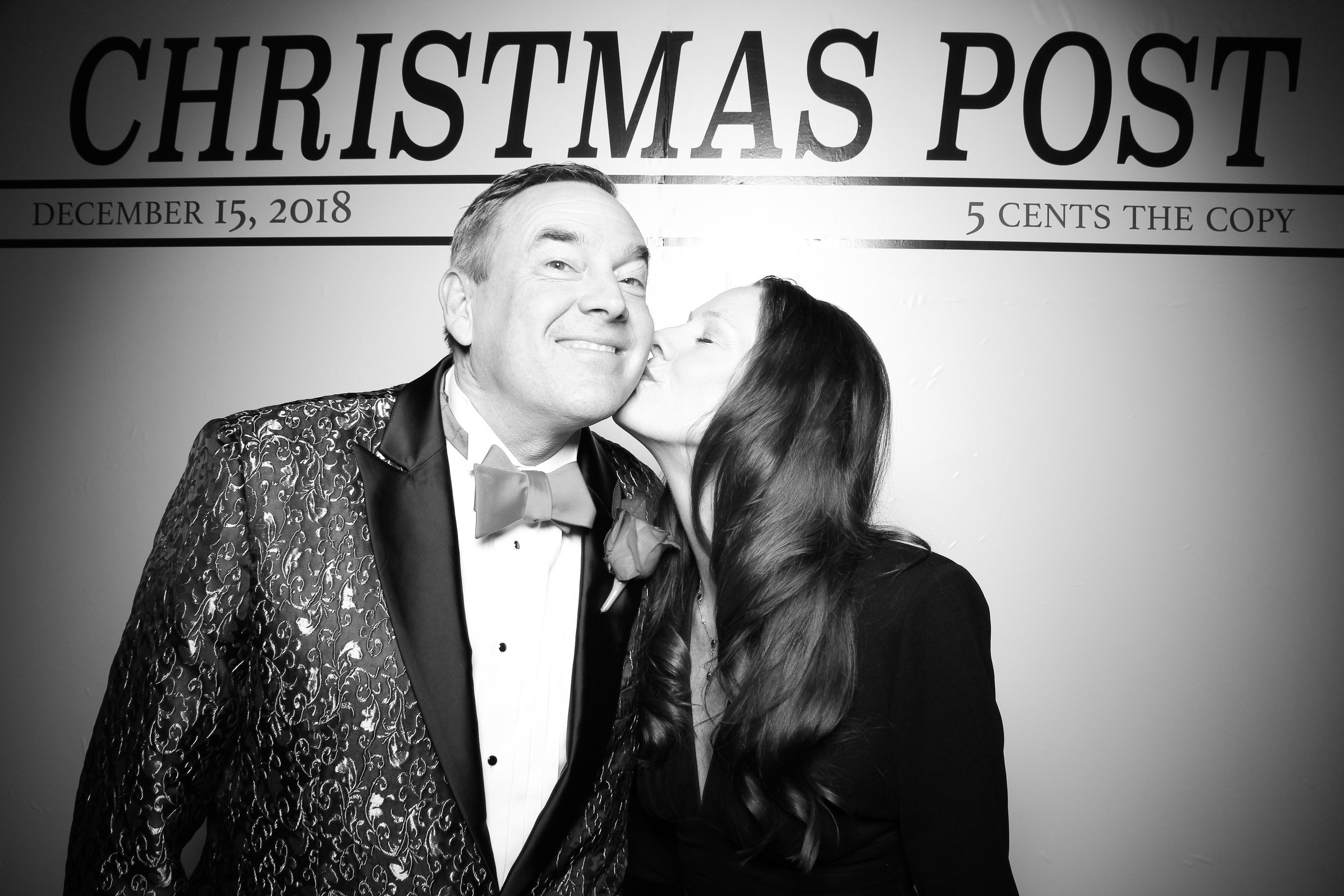 Chicago_Vintage_Photobooth_Rockwell_Holiday_Party_22.jpg