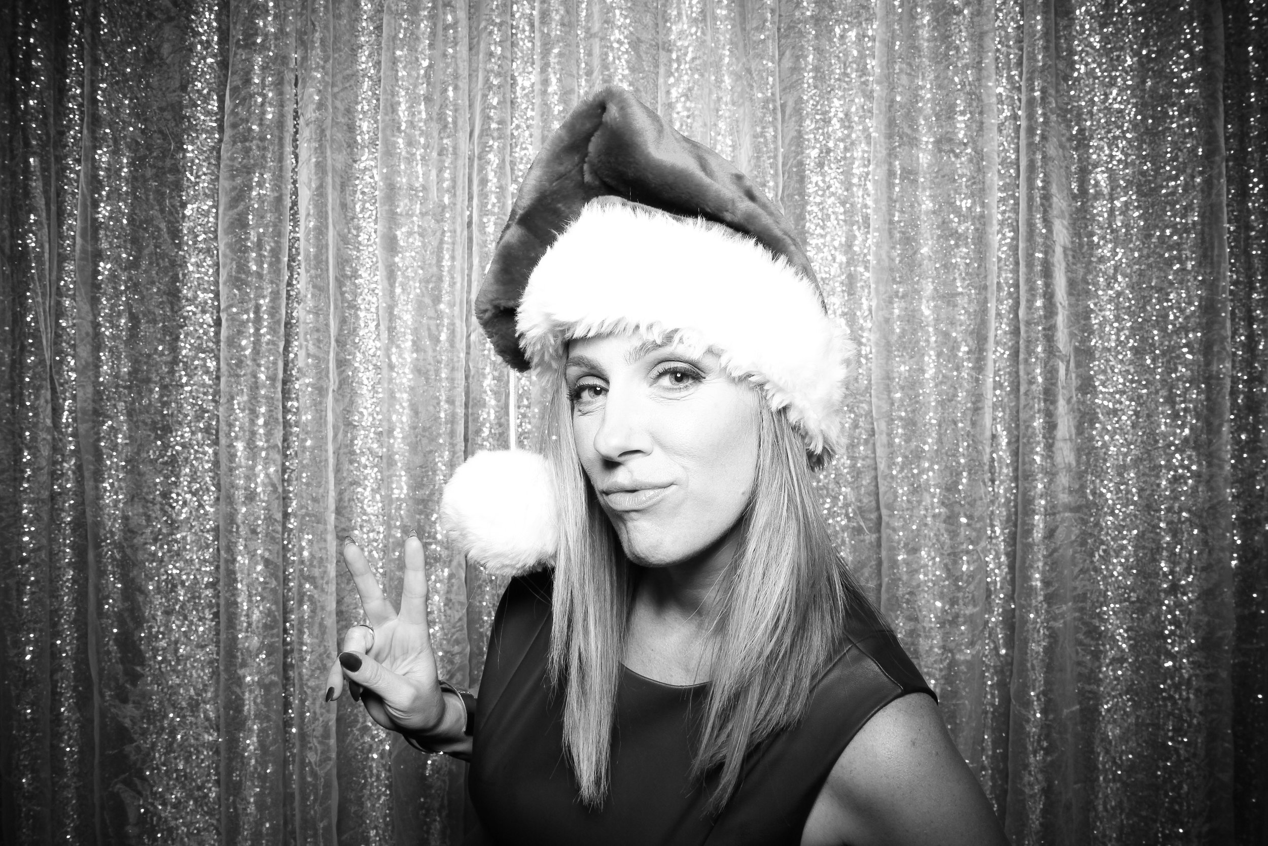 Chicago_Vintage_Photobooth_Montgomery_Club_Holiday_Party_07.jpg