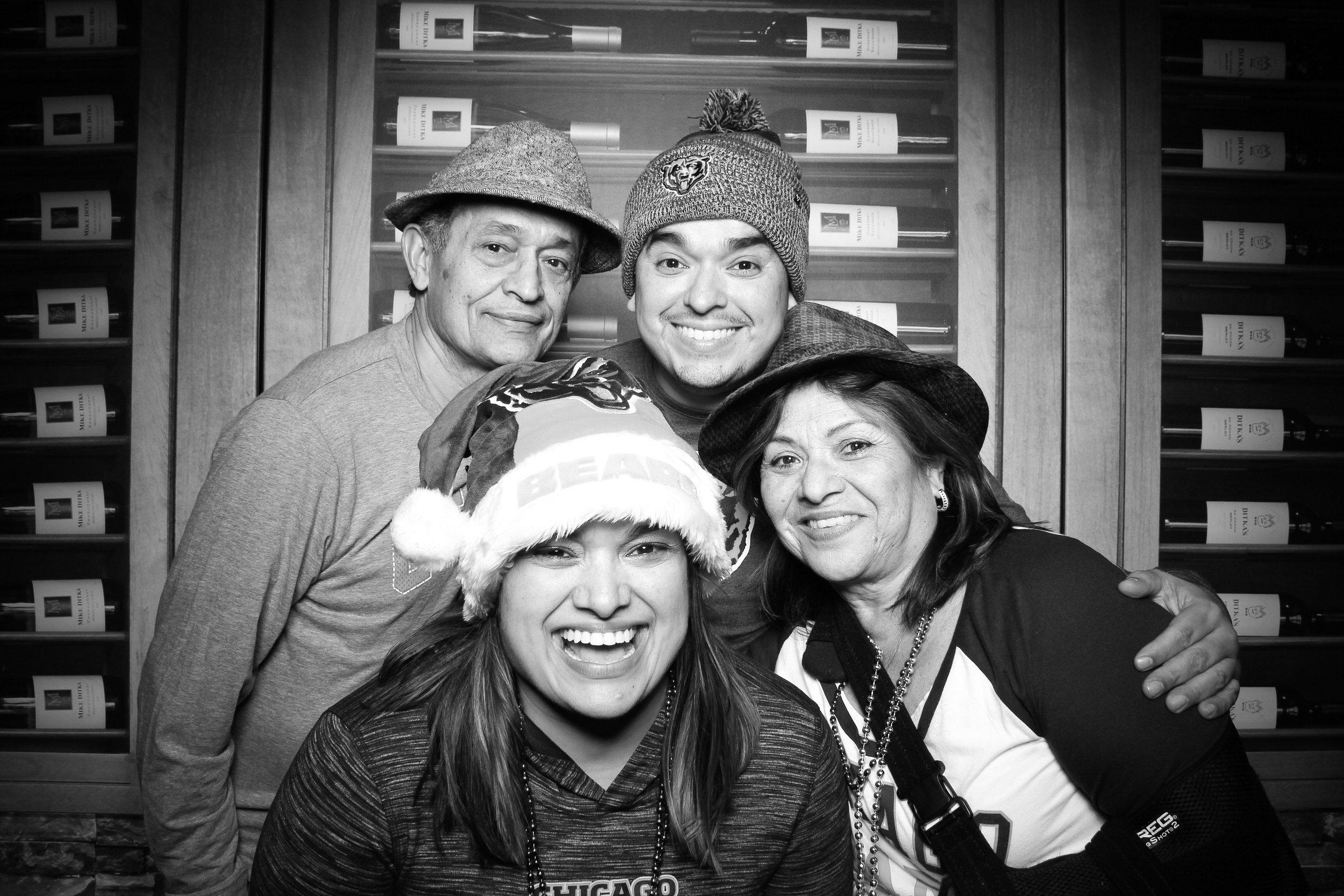 Chicago_Vintage_Photobooth_Ditkas_Birthday_Party_13.jpg