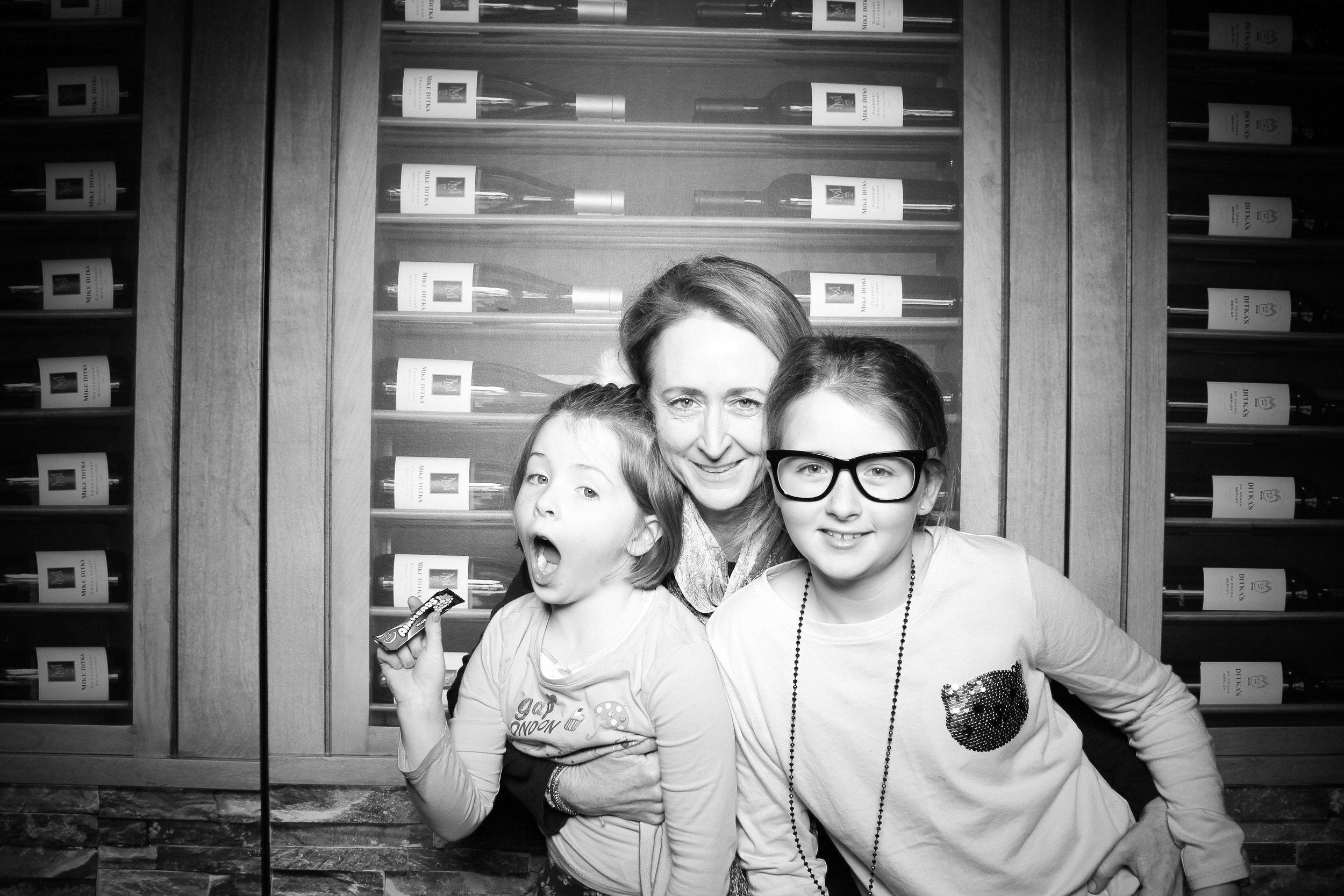 Chicago_Vintage_Photobooth_Ditkas_Birthday_Party_25.jpg