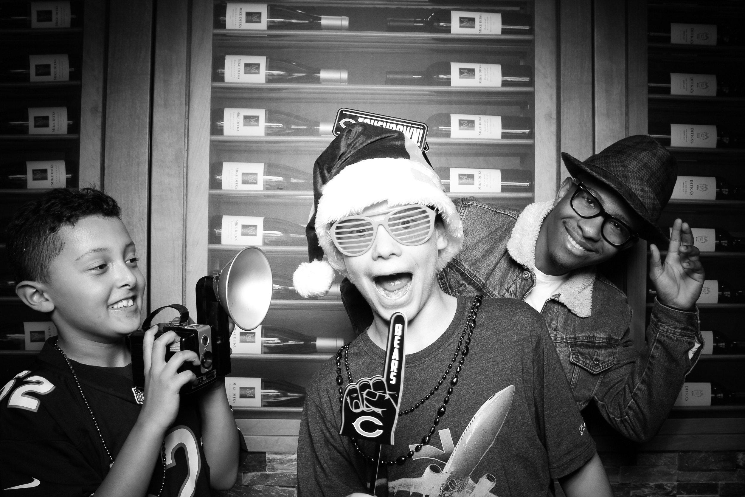 Chicago_Vintage_Photobooth_Ditkas_Birthday_Party_30.jpg