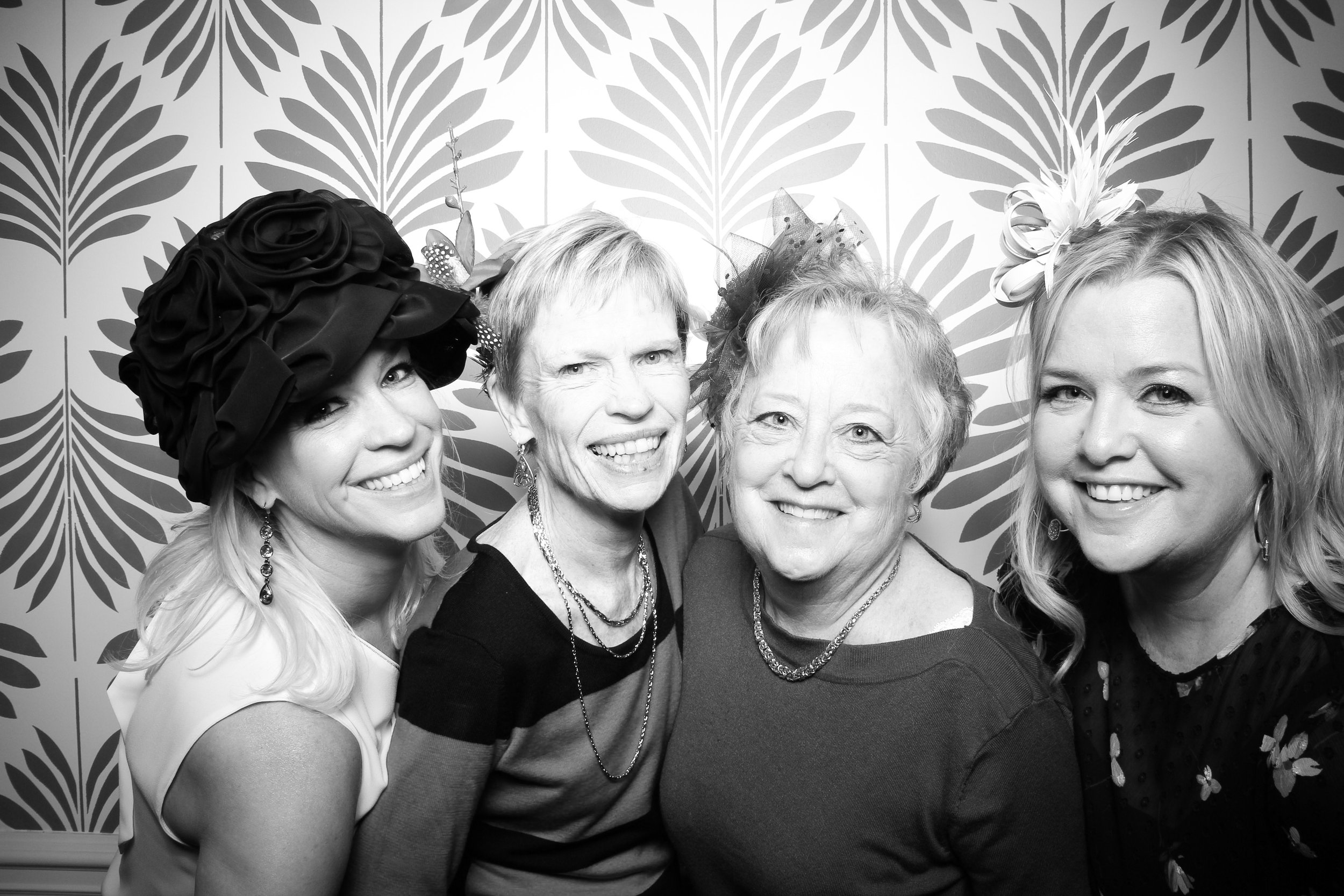 LaGrange_Country_Club_Photo_Booth_Wedding_Reception__02.jpg