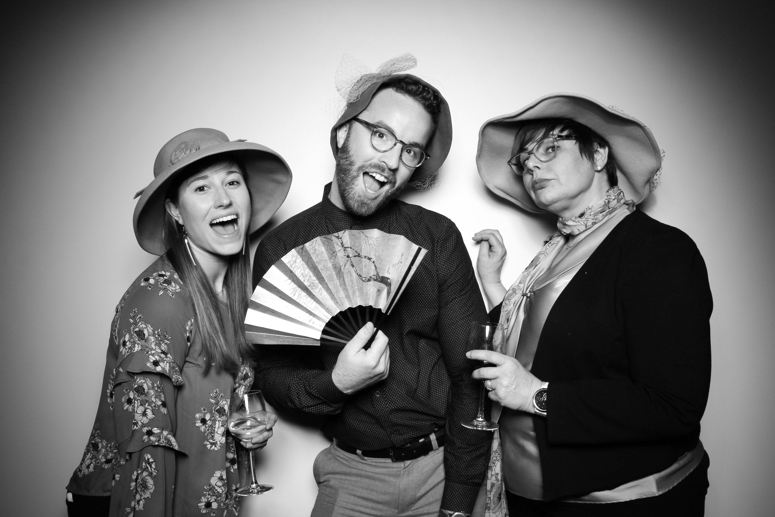 Venue_West_J&L_Catering_Chicago_Photo_Booth_Vitnage__18.jpg