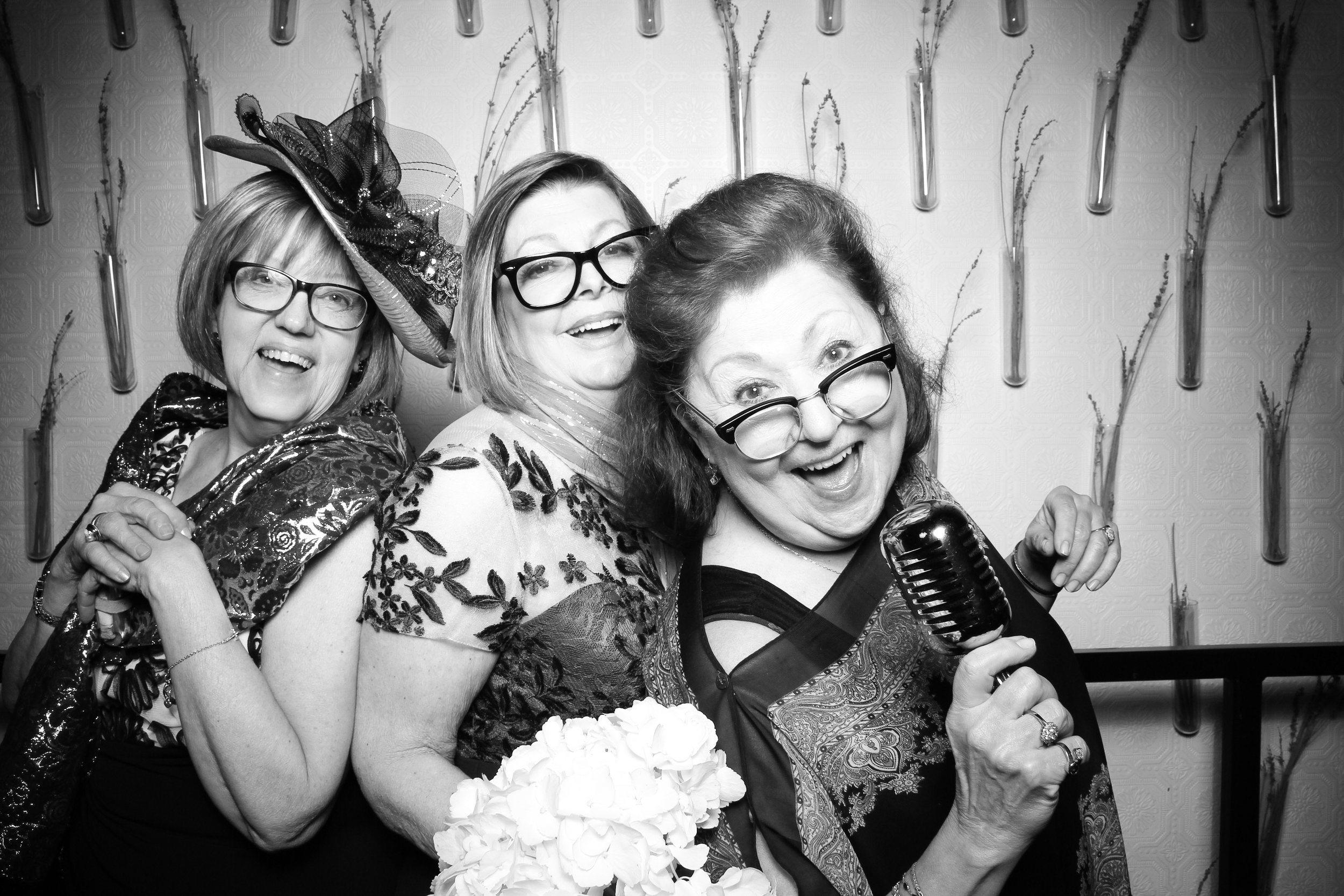 Chicago_Vintage_Wedding_Photobooth_Nellcote_20.jpg
