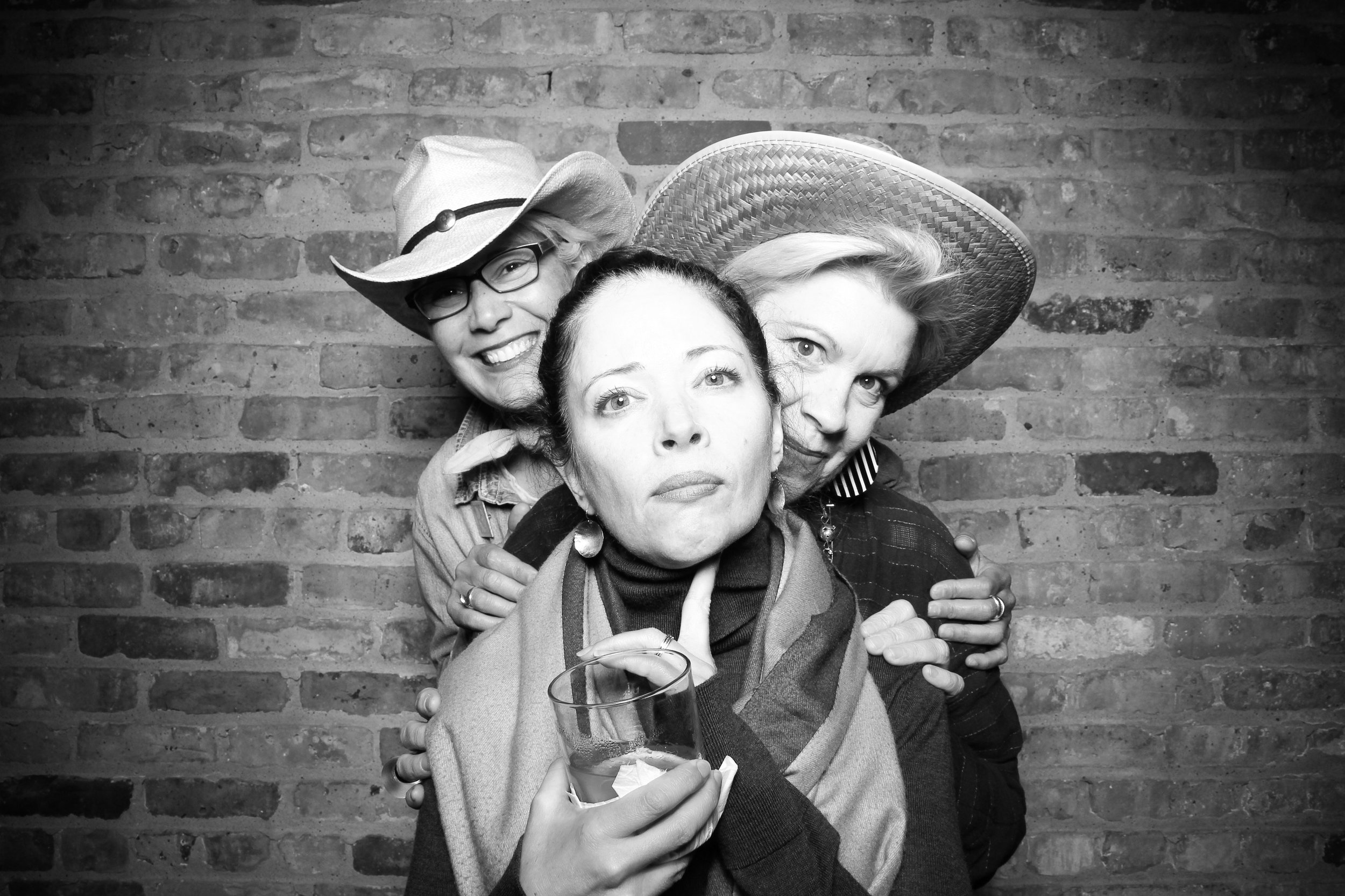 Chicago_Vintage_Wedding_Photobooth_Flower_Firm_10.jpg