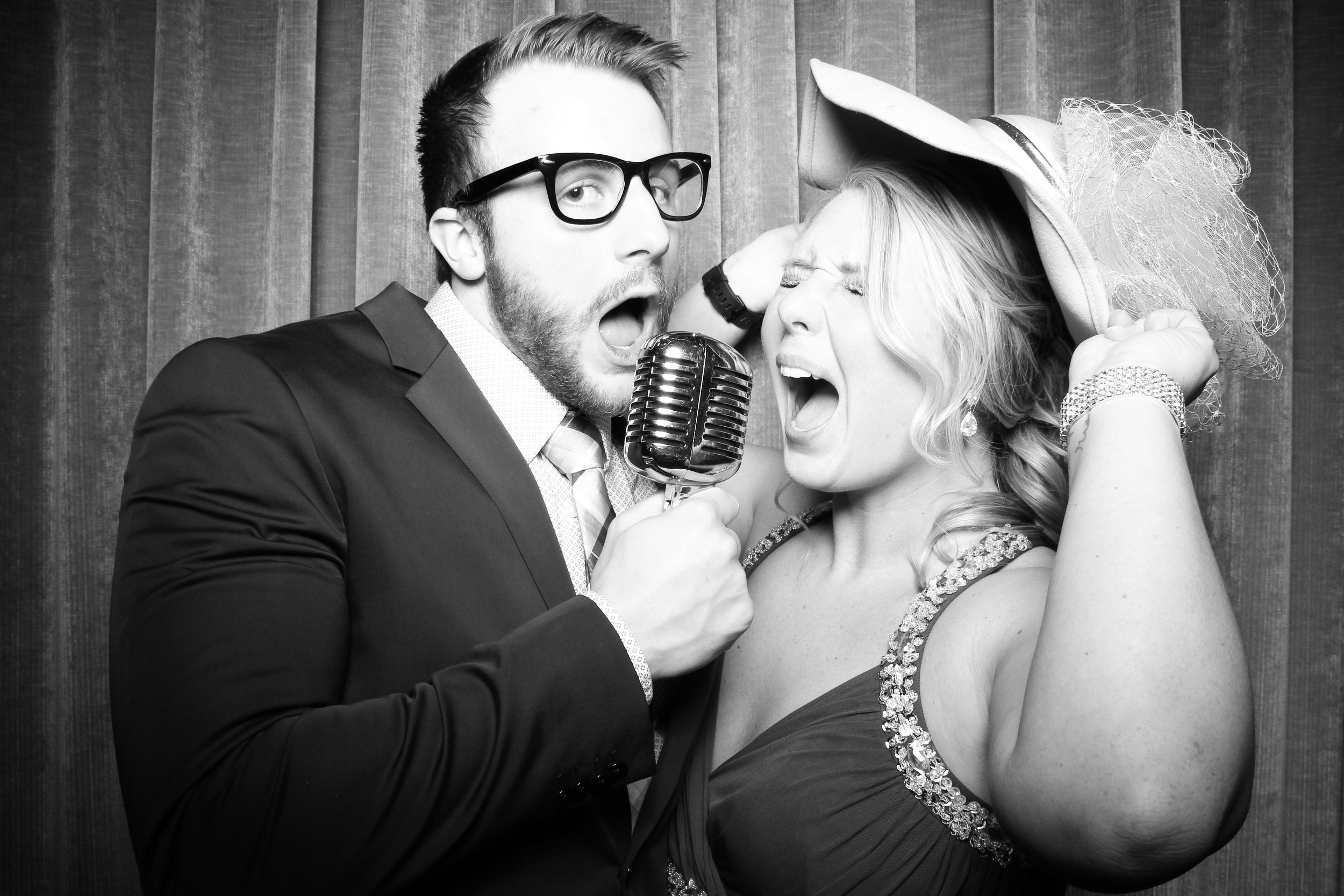 Chicago_Vintage_Wedding_Photobooth_Drake_Hotel_16.jpg