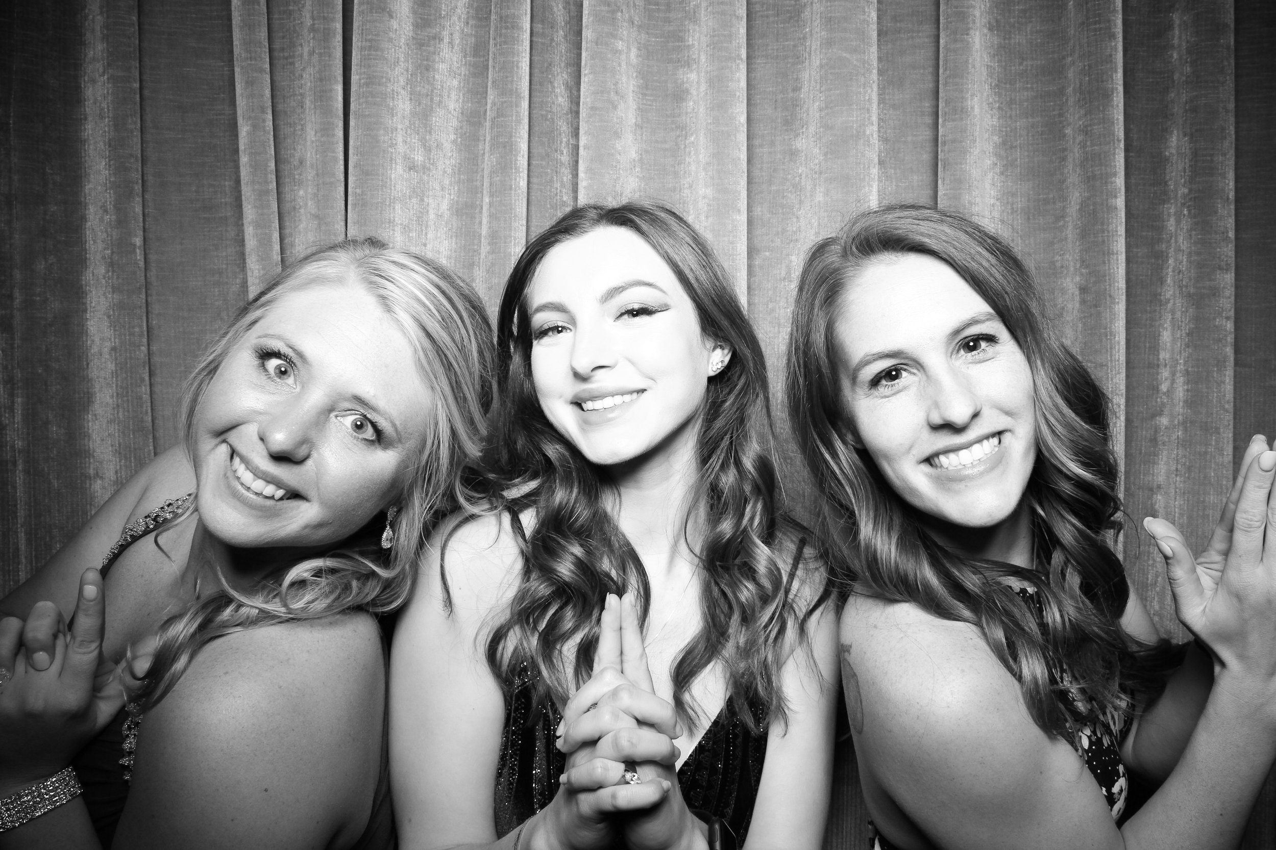 Chicago_Vintage_Wedding_Photobooth_Drake_Hotel_17.jpg