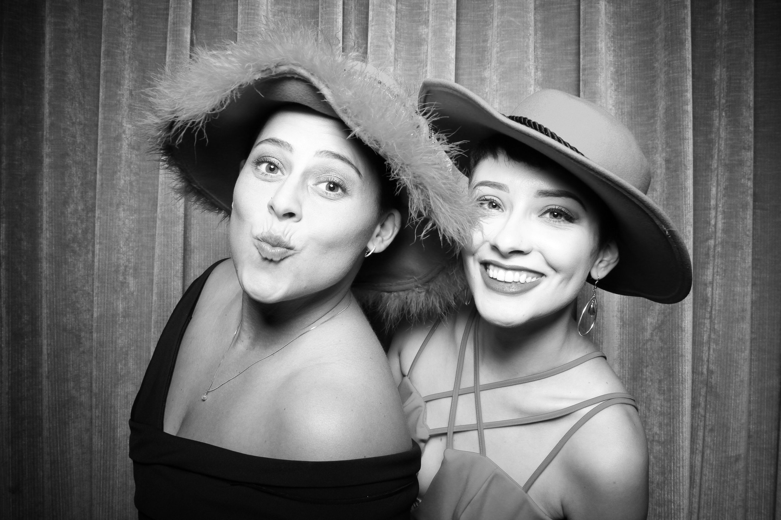 Chicago_Vintage_Wedding_Photobooth_Drake_Hotel_20.jpg