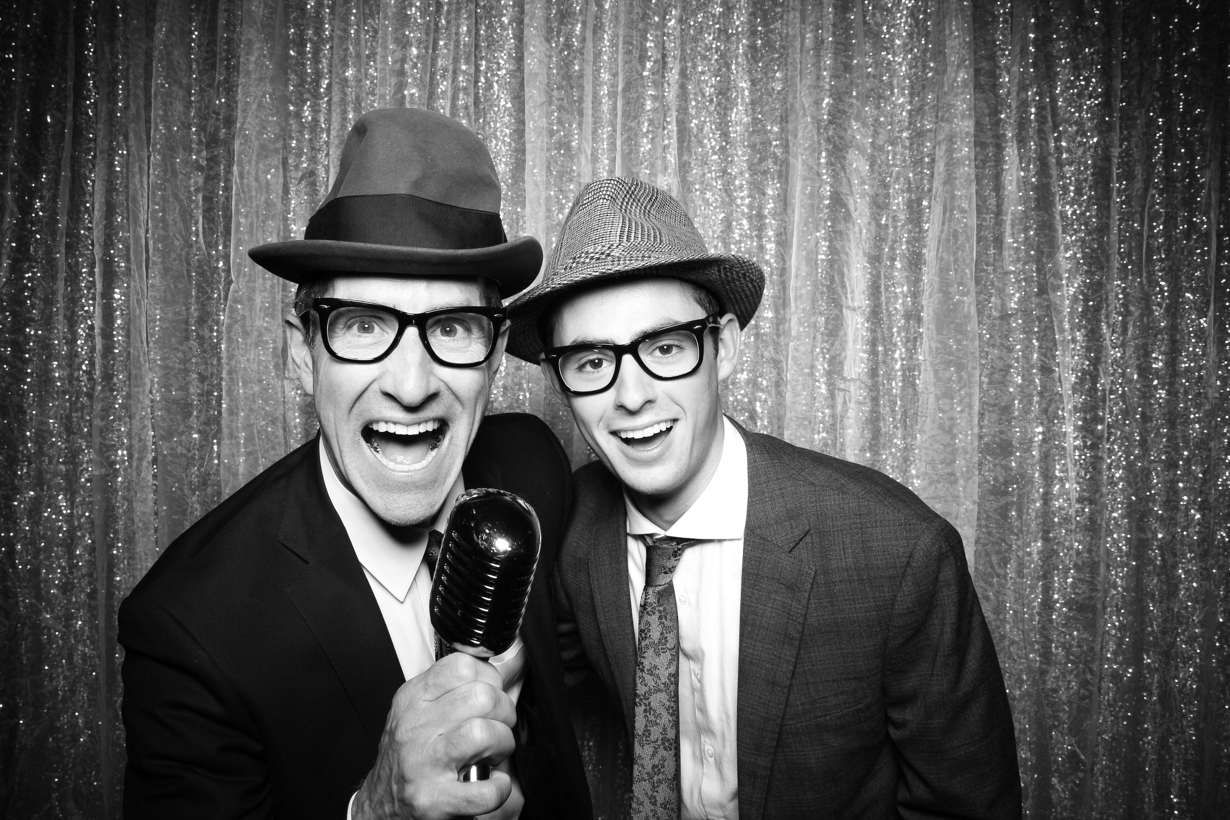 Chicago_Vintage_Wedding_Photobooth_Glen_Club_09.jpg