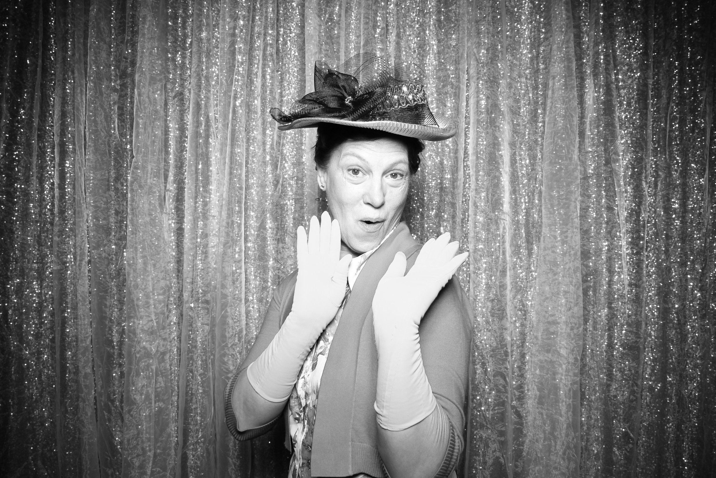 Chicago_Vintage_Wedding_Photobooth_Glen_Club_10.jpg