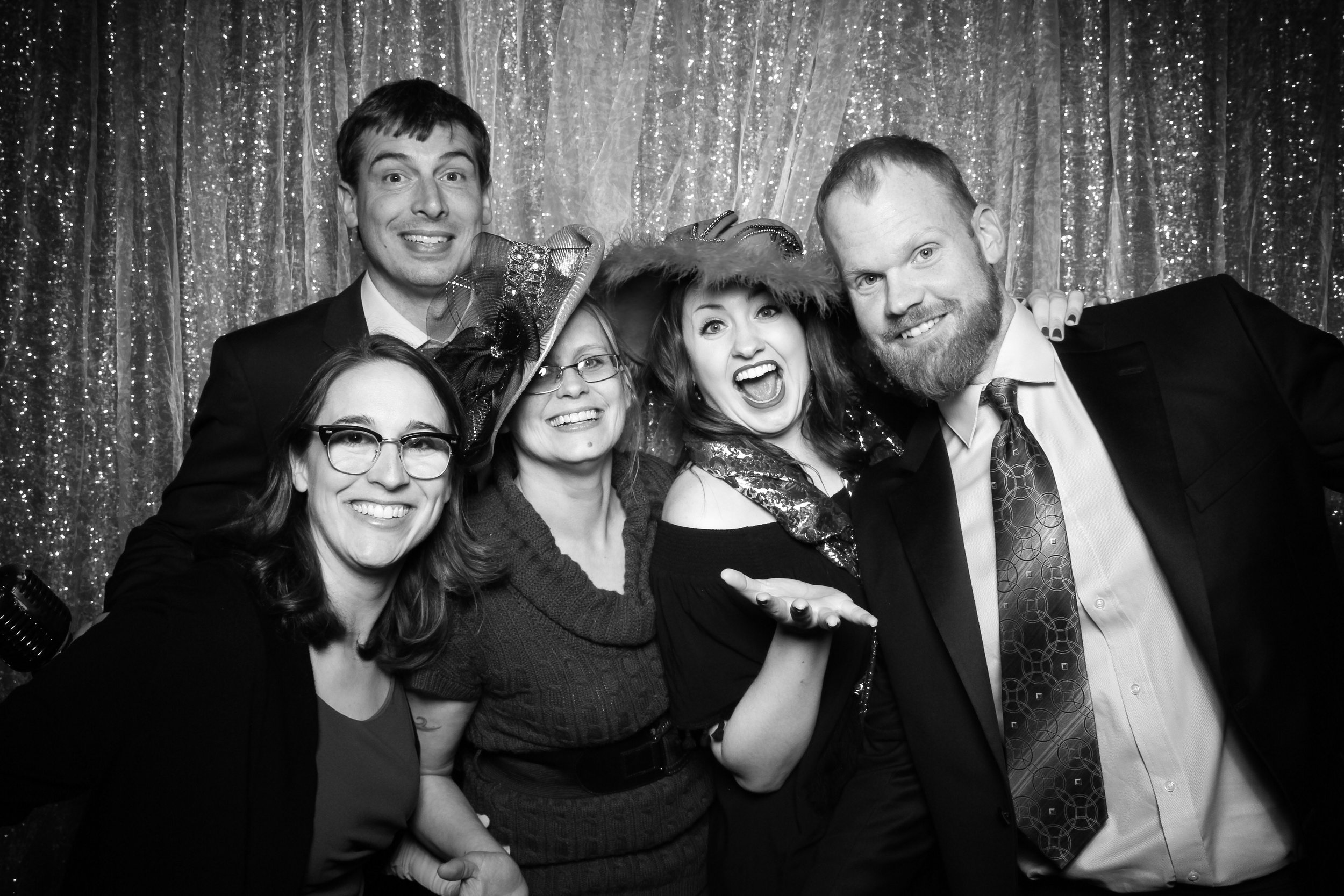 Chicago_Vintage_Wedding_Photobooth_Glen_Club_15.jpg