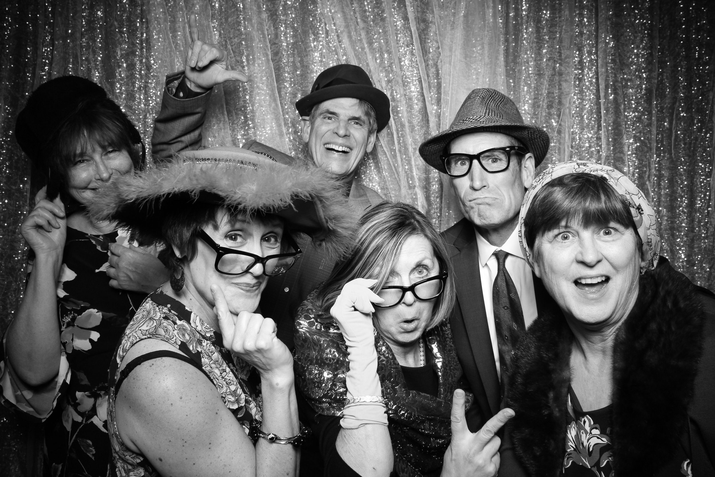 Chicago_Vintage_Wedding_Photobooth_Glen_Club_19.jpg