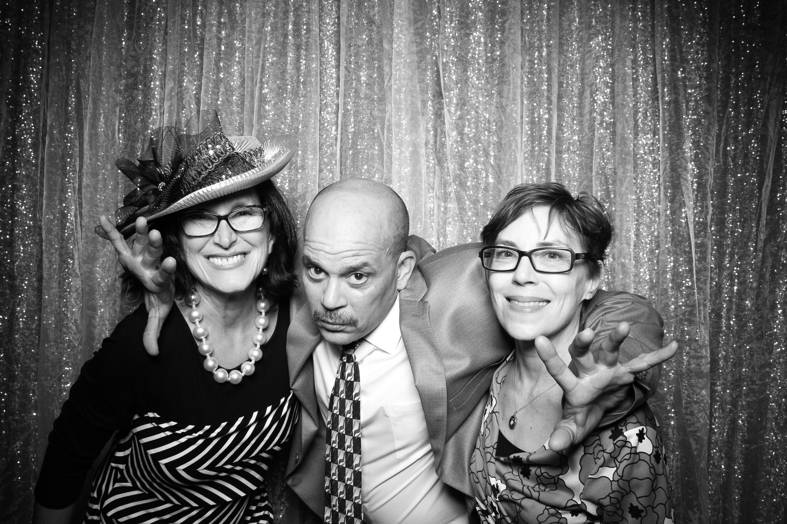 Chicago_Vintage_Wedding_Photobooth_Glen_Club_21.jpg