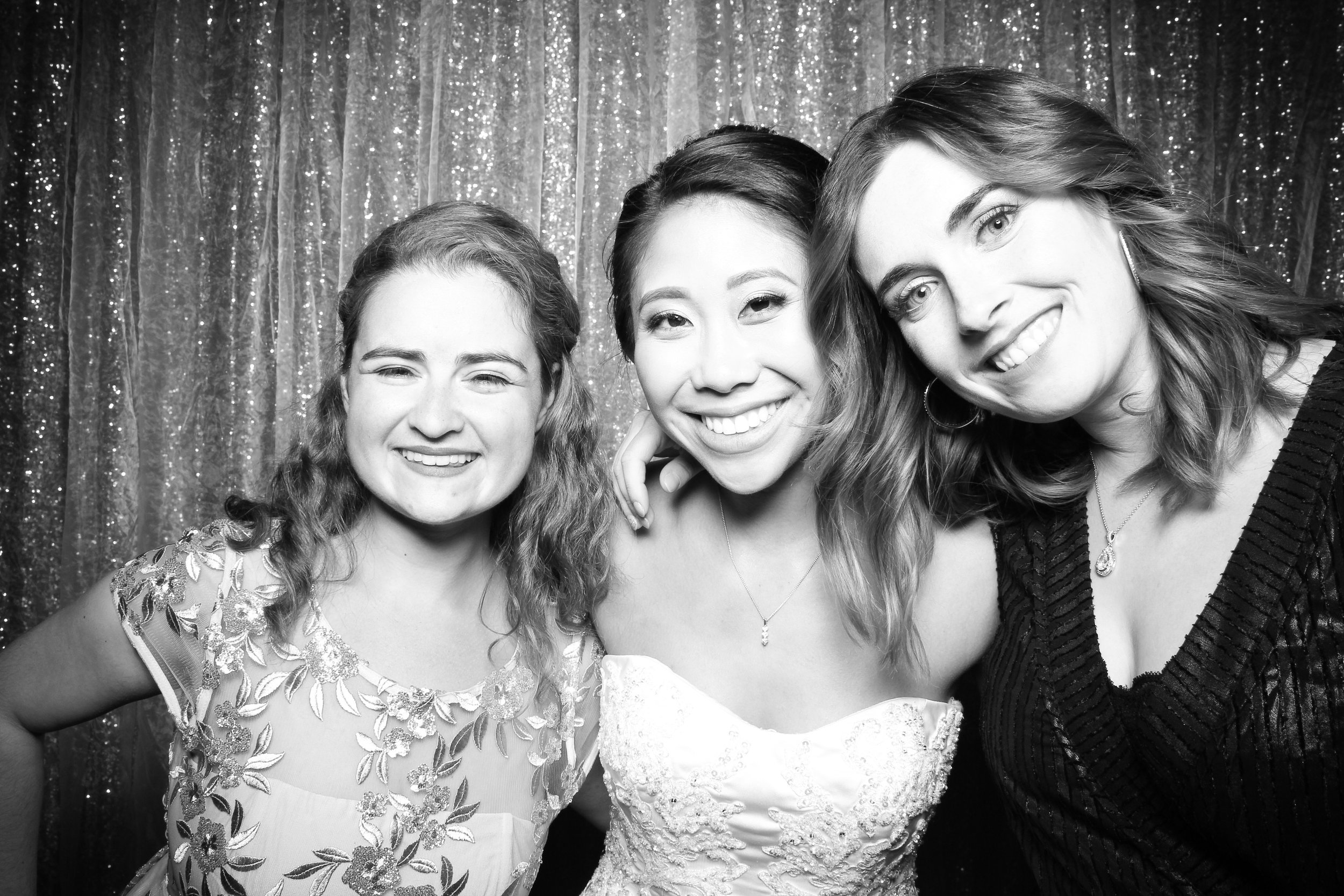 Chicago_Vintage_Wedding_Photobooth_Glen_Club_23.jpg