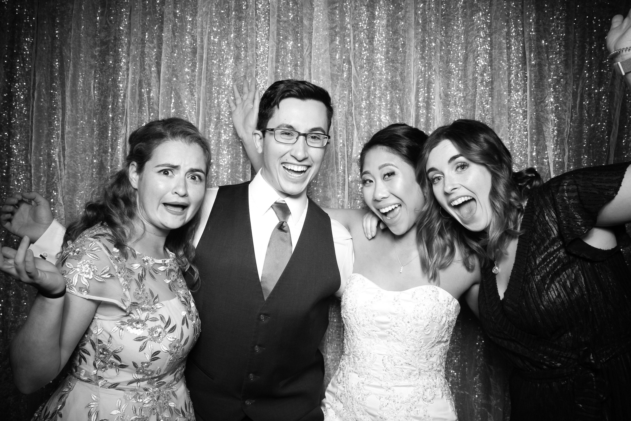 Chicago_Vintage_Wedding_Photobooth_Glen_Club_24.jpg