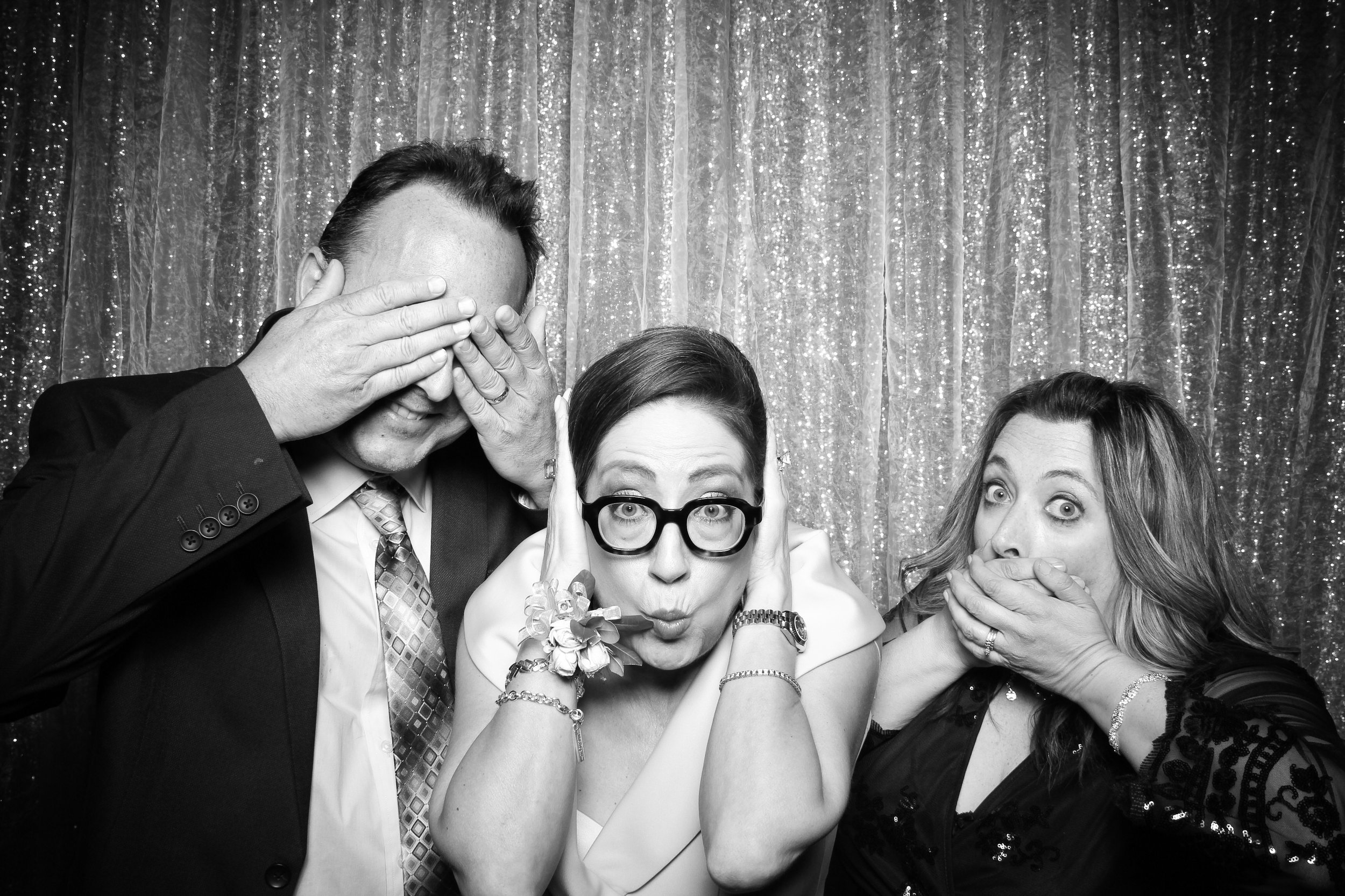Chicago_Vintage_Wedding_Photobooth_Glen_Club_25.jpg