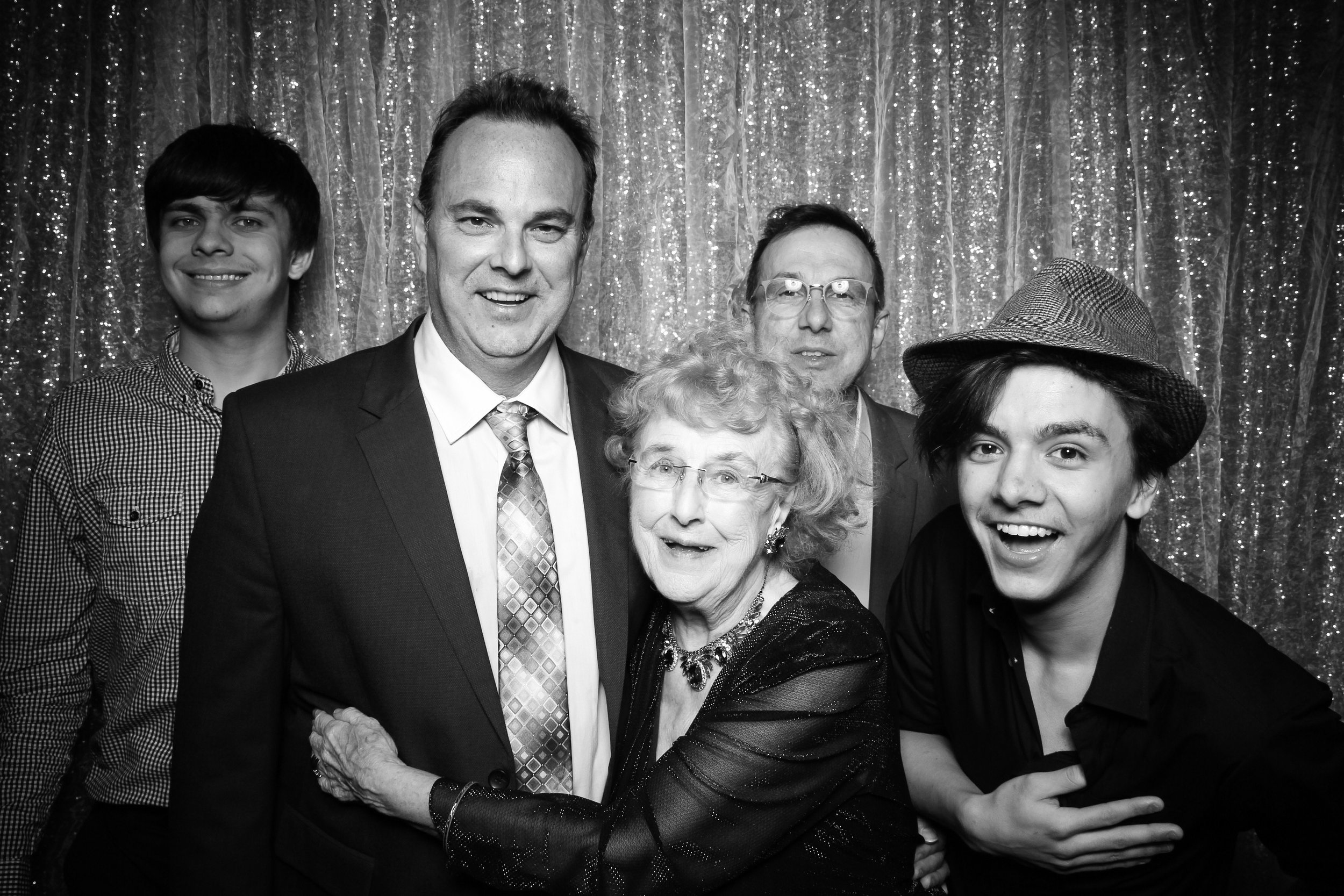 Chicago_Vintage_Wedding_Photobooth_Glen_Club_33.jpg