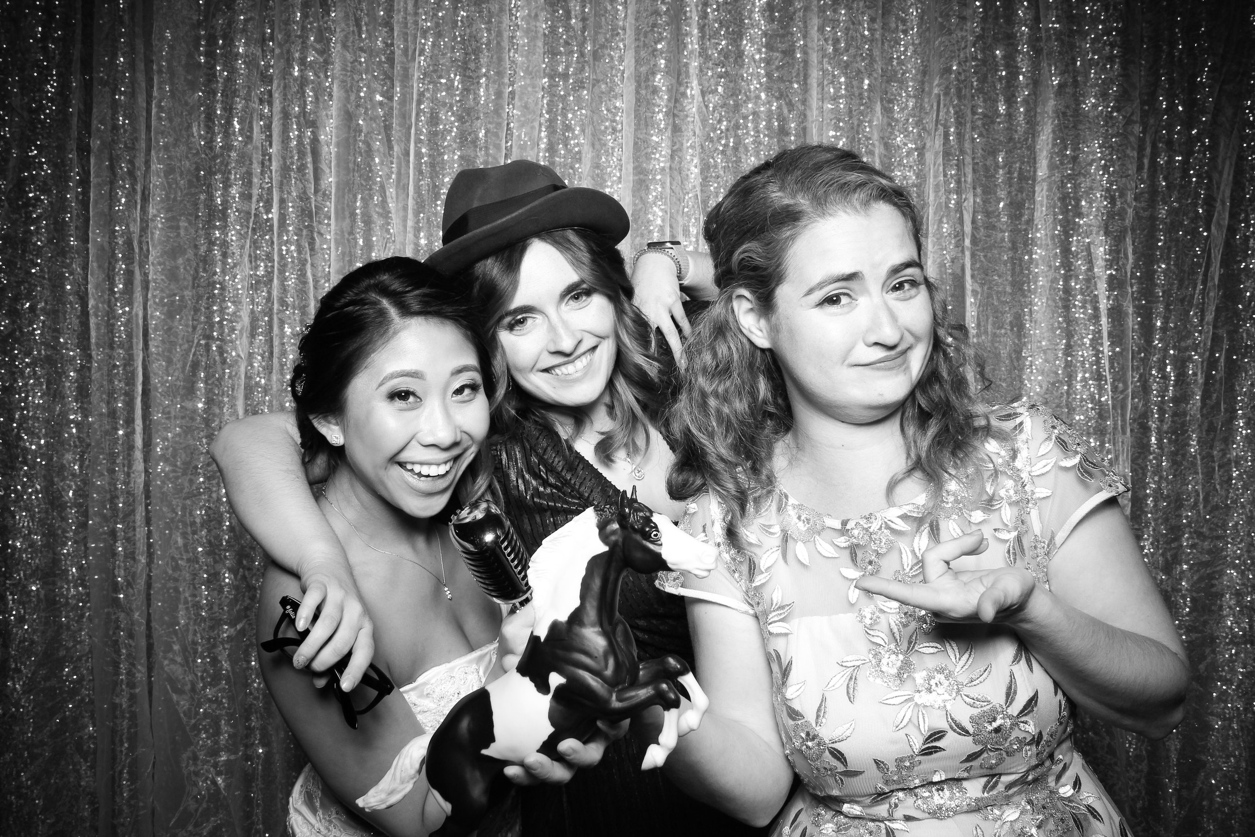 Chicago_Vintage_Wedding_Photobooth_Glen_Club_38.jpg