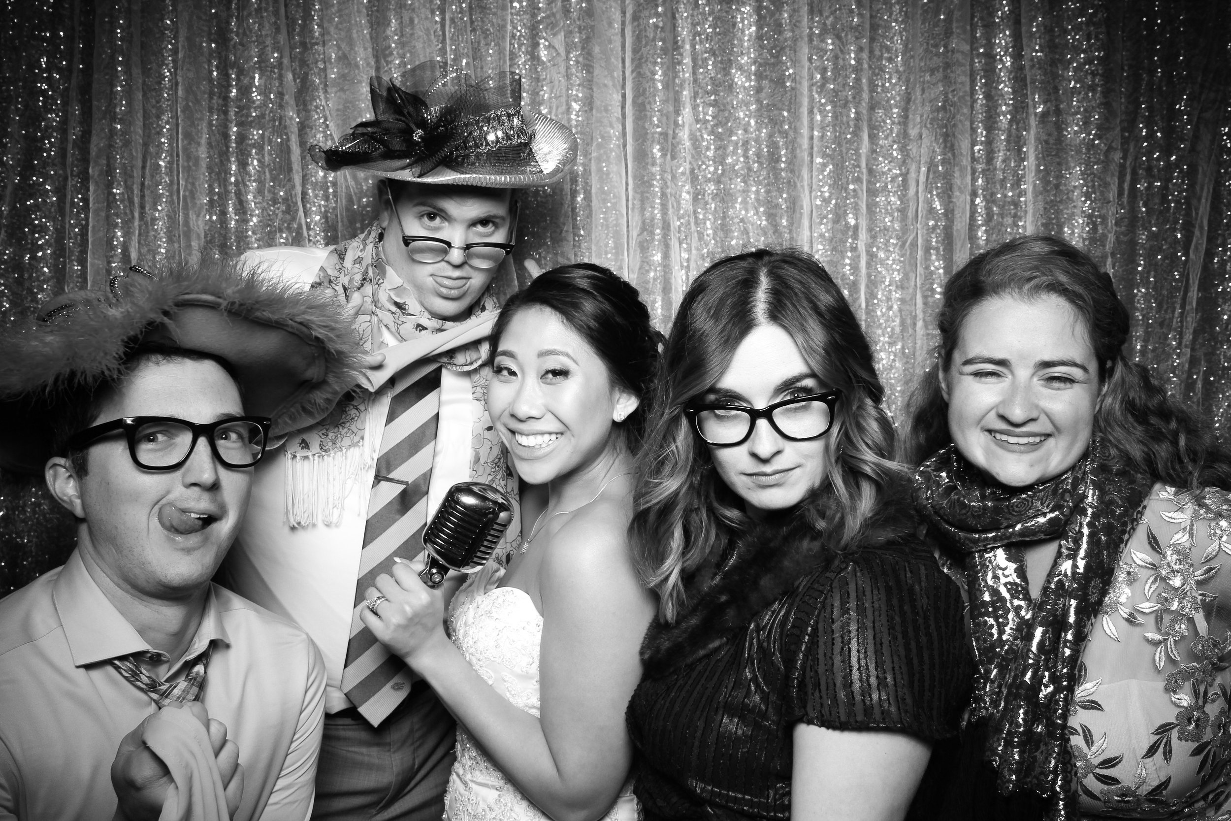 Chicago_Vintage_Wedding_Photobooth_Glen_Club_39.jpg