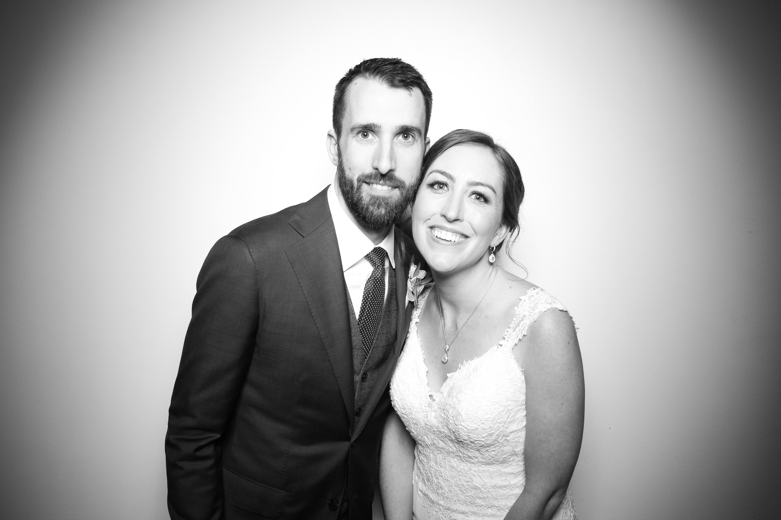 Chicago_Vintage_Wedding_Photobooth_Ravenswood_01.jpg