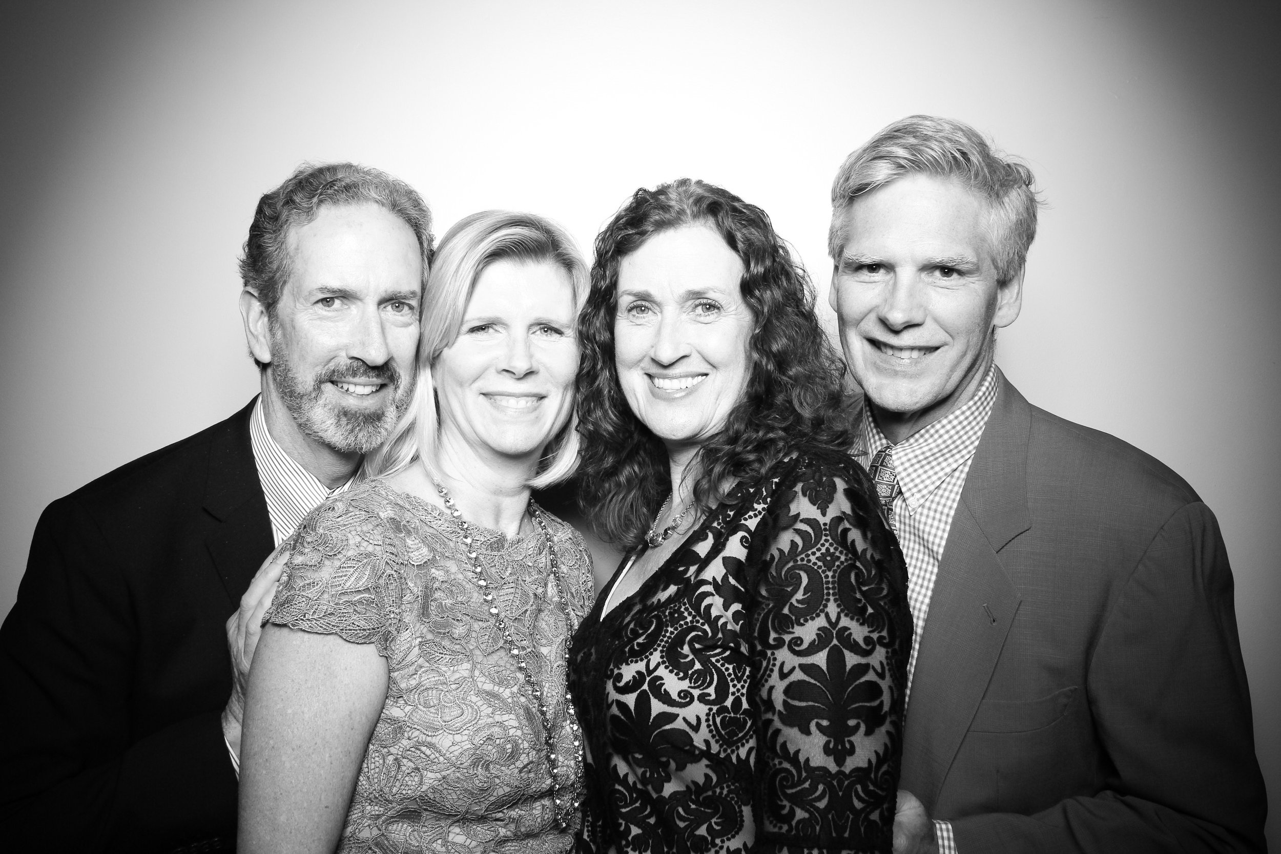 Chicago_Vintage_Wedding_Photobooth_Ravenswood_06.jpg