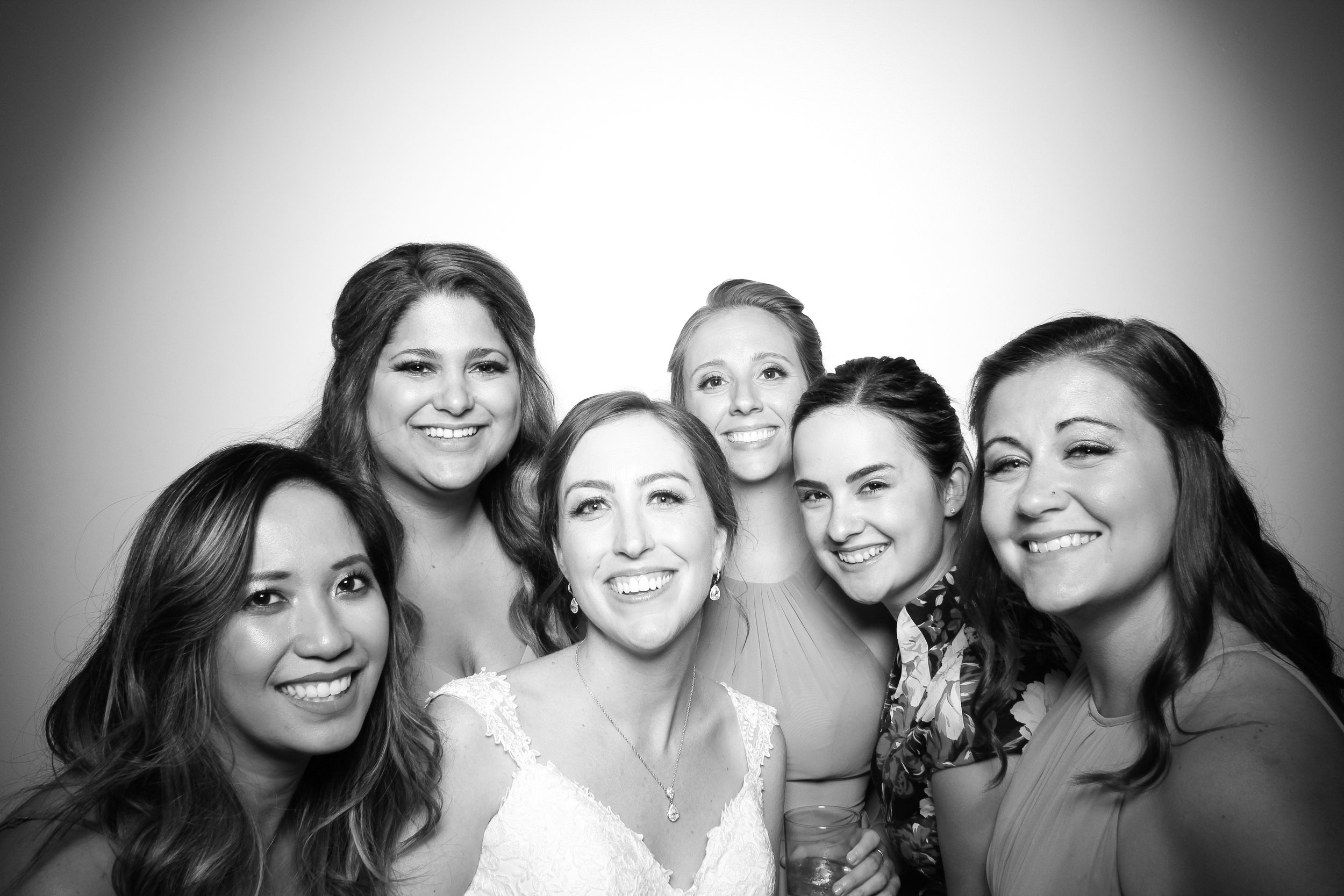 Chicago_Vintage_Wedding_Photobooth_Ravenswood_09.jpg