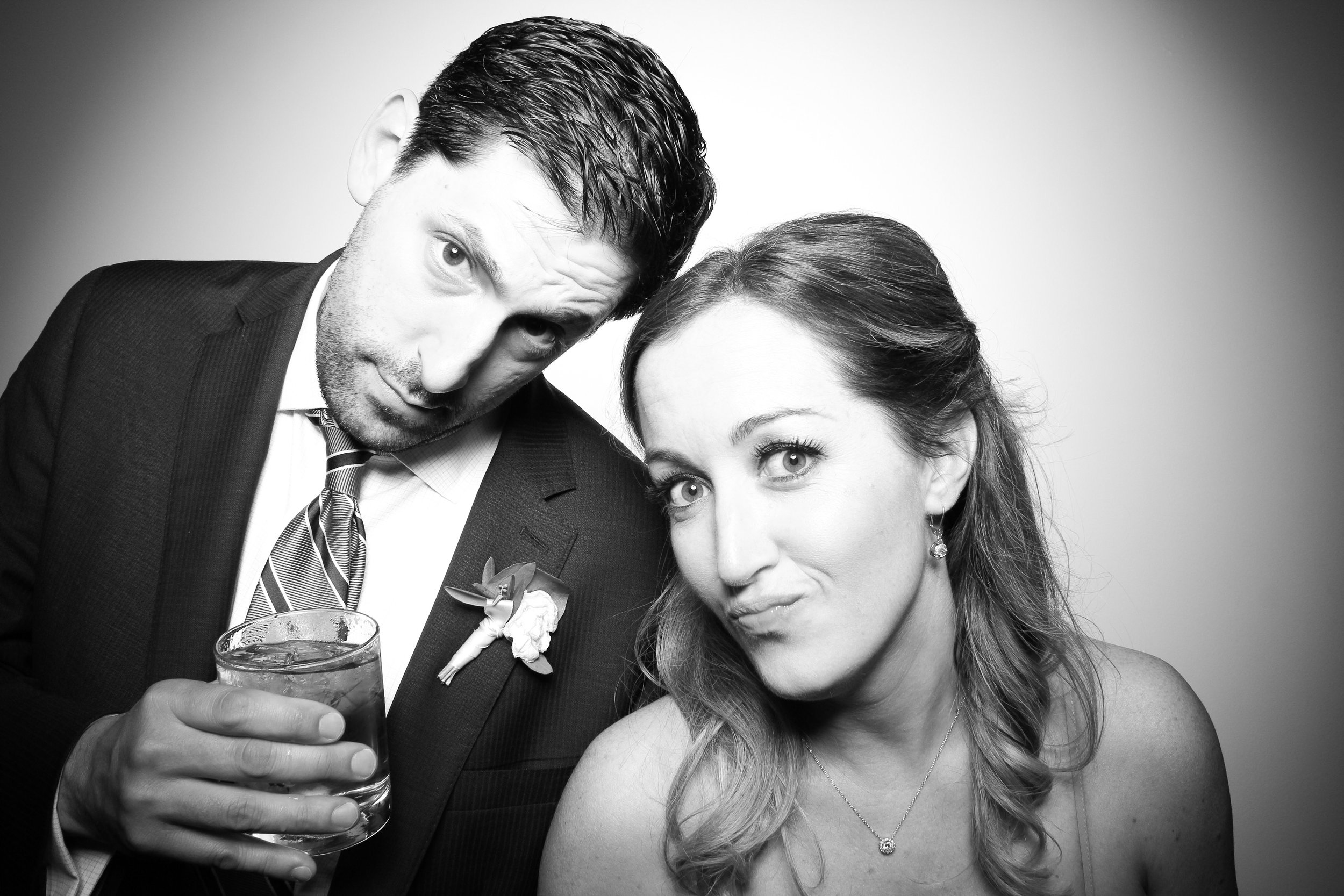 Chicago_Vintage_Wedding_Photobooth_Ravenswood_21.jpg