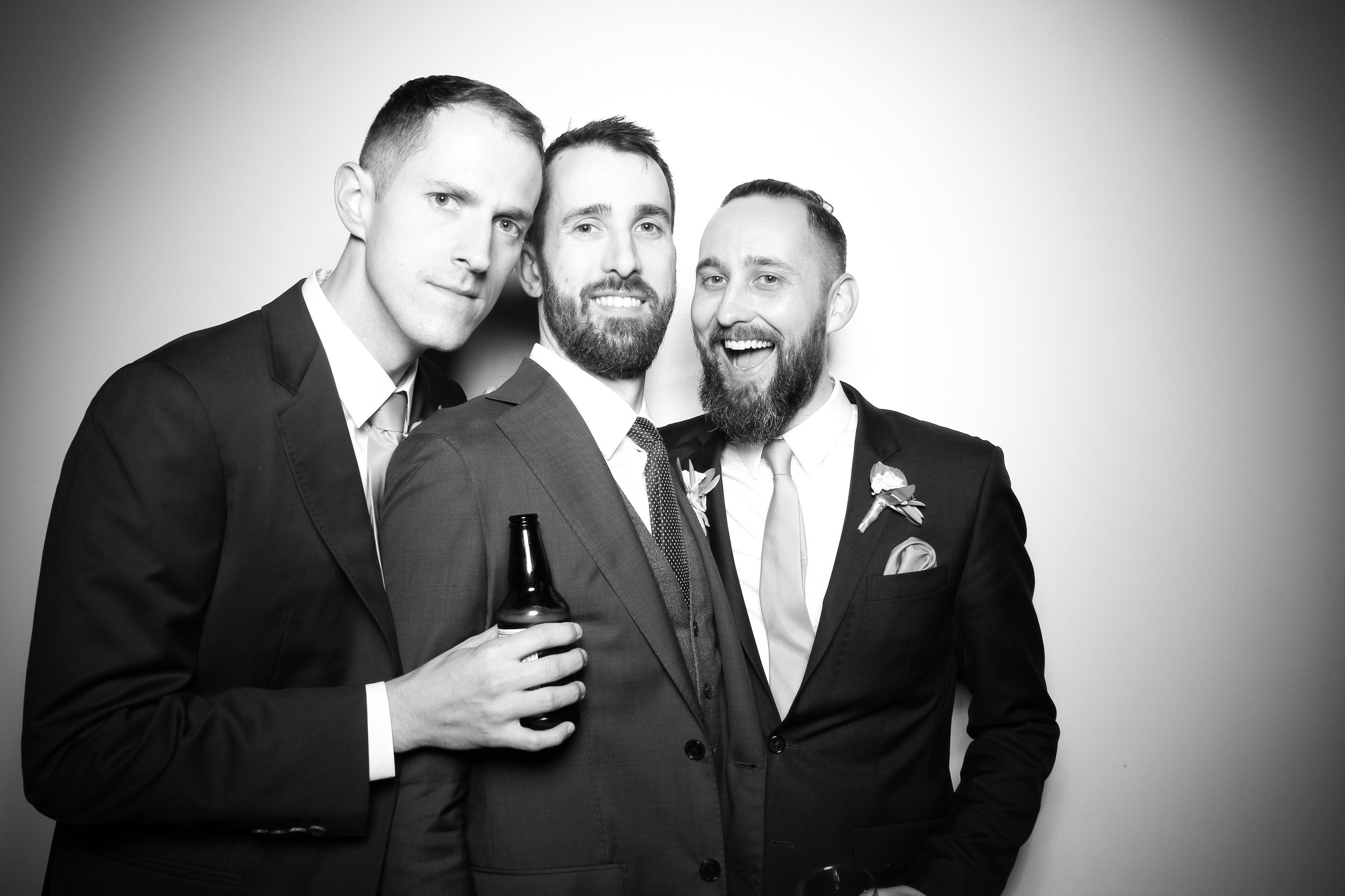 Chicago_Vintage_Wedding_Photobooth_Ravenswood_23.jpg