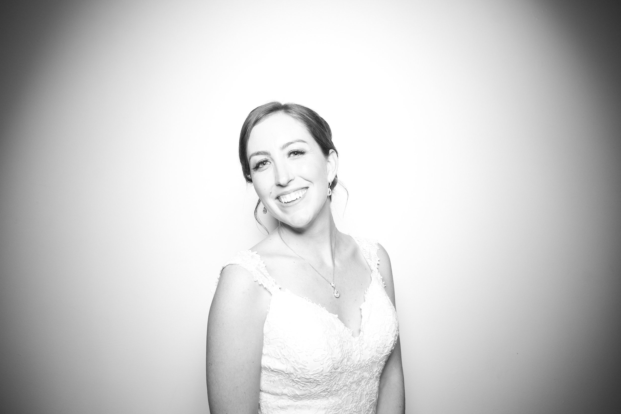 Chicago_Vintage_Wedding_Photobooth_Ravenswood_24.jpg