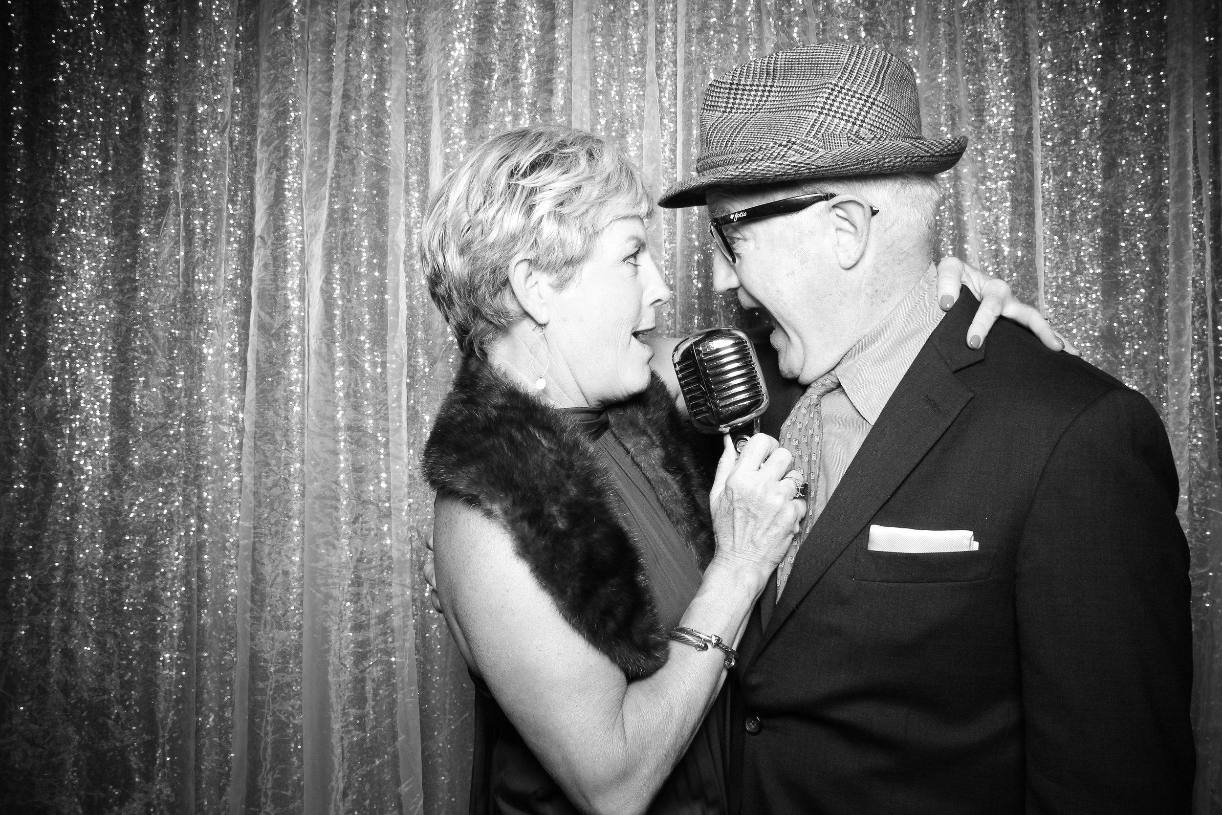 Chicago_Vintage_Wedding_Photobooth_Hyatt_Oakbrook_17.jpg